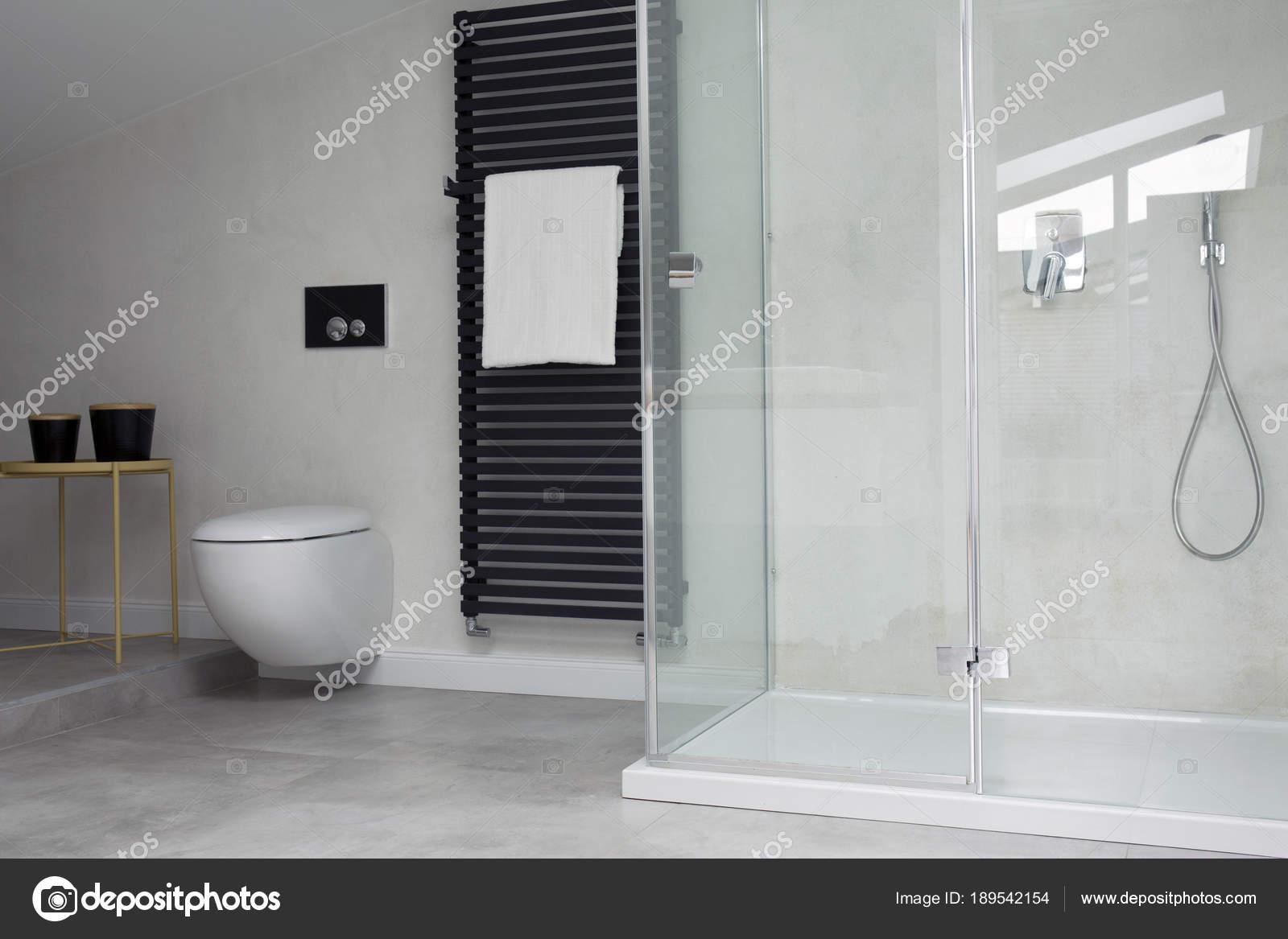 Glas Dusche In Helles Badezimmer Stockfoto C Photographee Eu