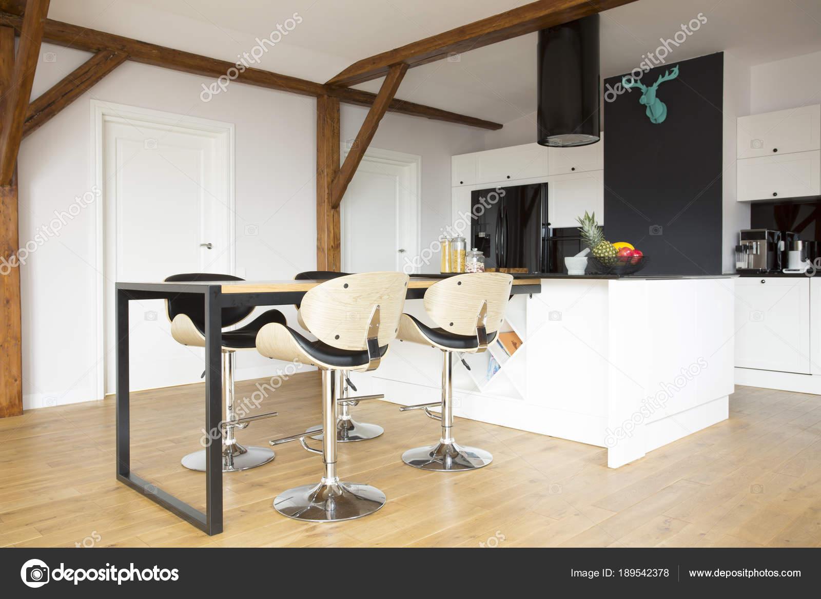 Keuken Moderne Bar : Bar barkrukken in moderne keuken u stockfoto photographee eu