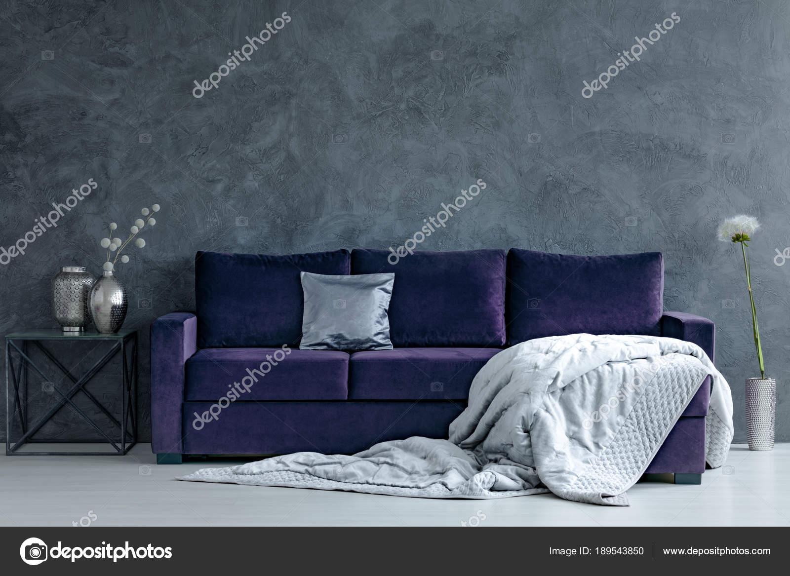 Violett und Silber Wohnzimmer — Stockfoto © photographee.eu #189543850