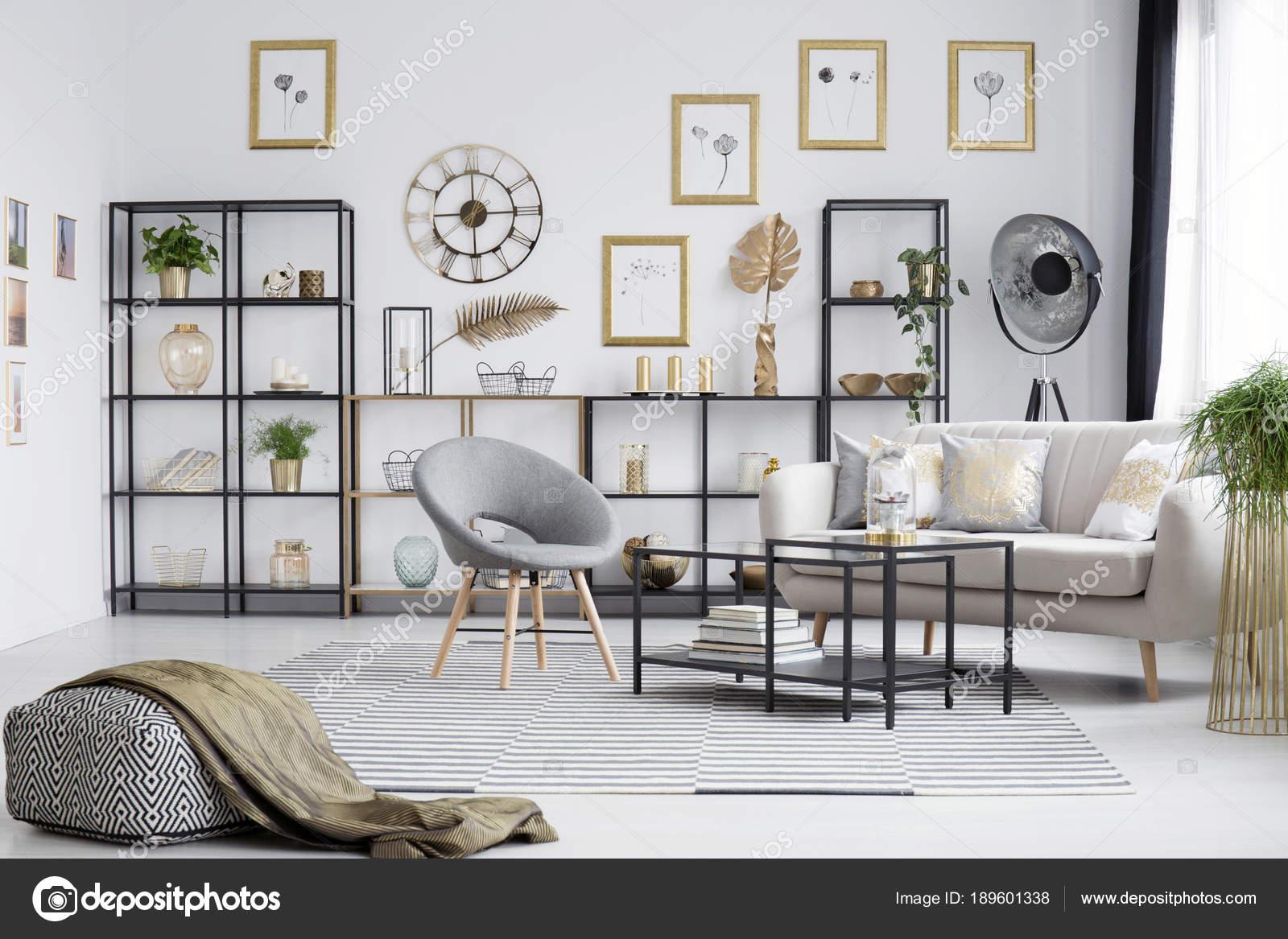Grau Und Gold Wohnzimmer Stockfoto C Photographee Eu