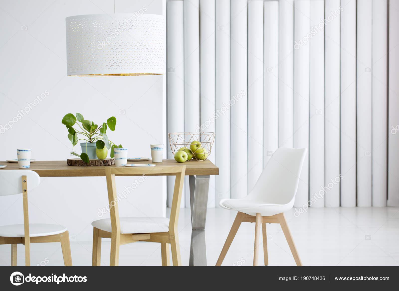 Richt je woonkamer warm en minimalistisch in living