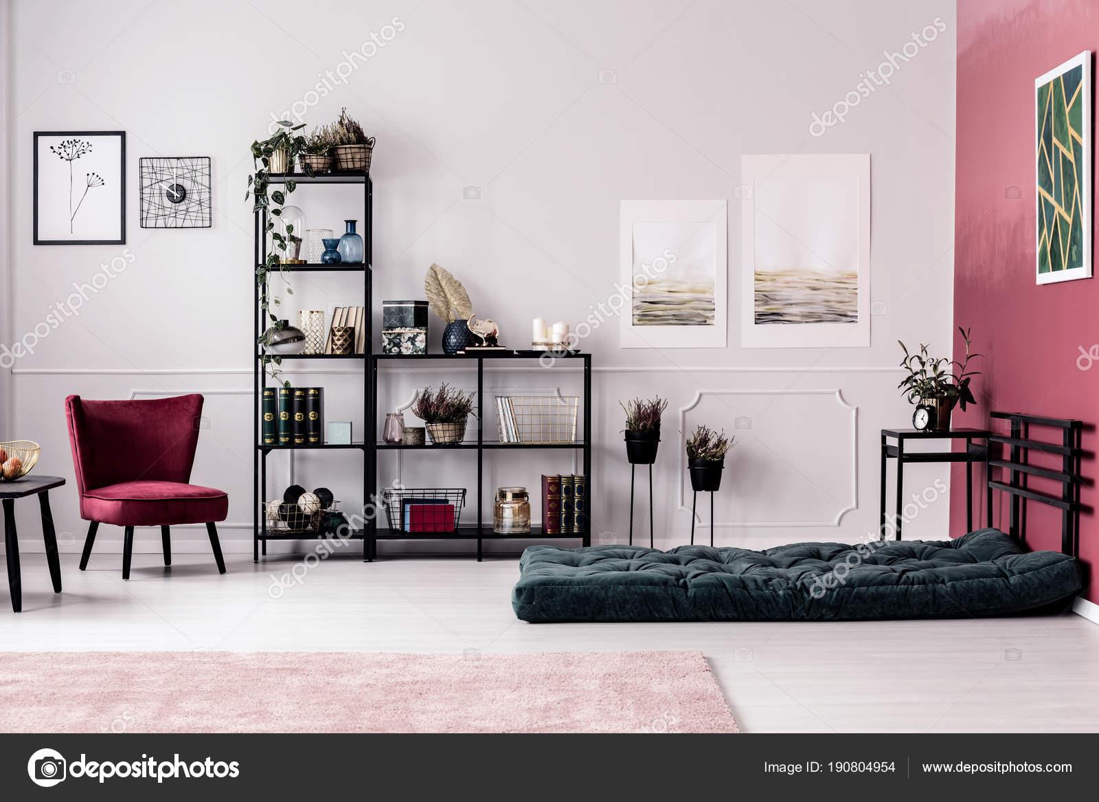 Decoratie Planten Woonkamer : Rek met planten en decoraties u stockfoto photographee eu