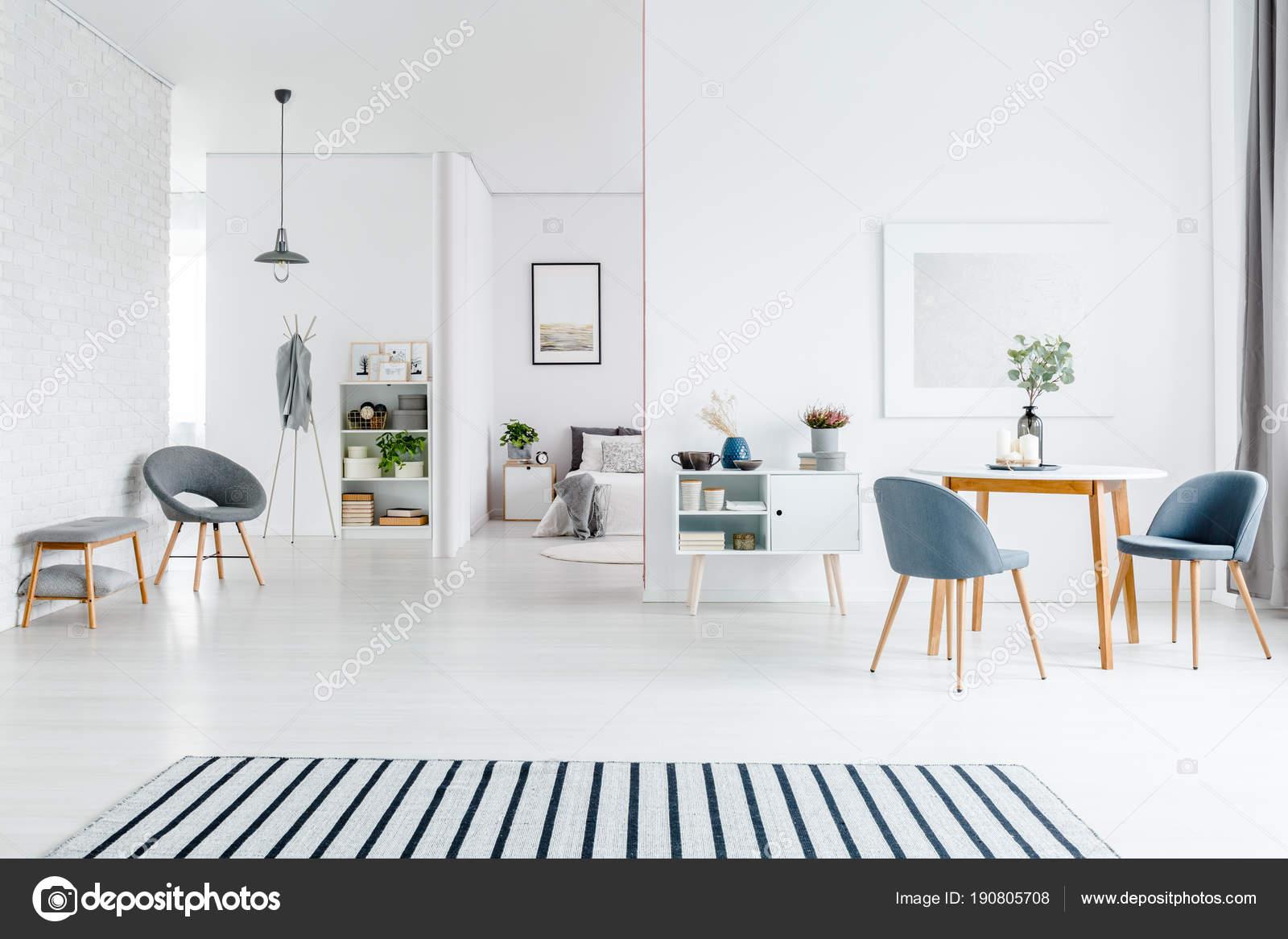 Ruime wit woonkamer interieur — Stockfoto © photographee.eu #190805708