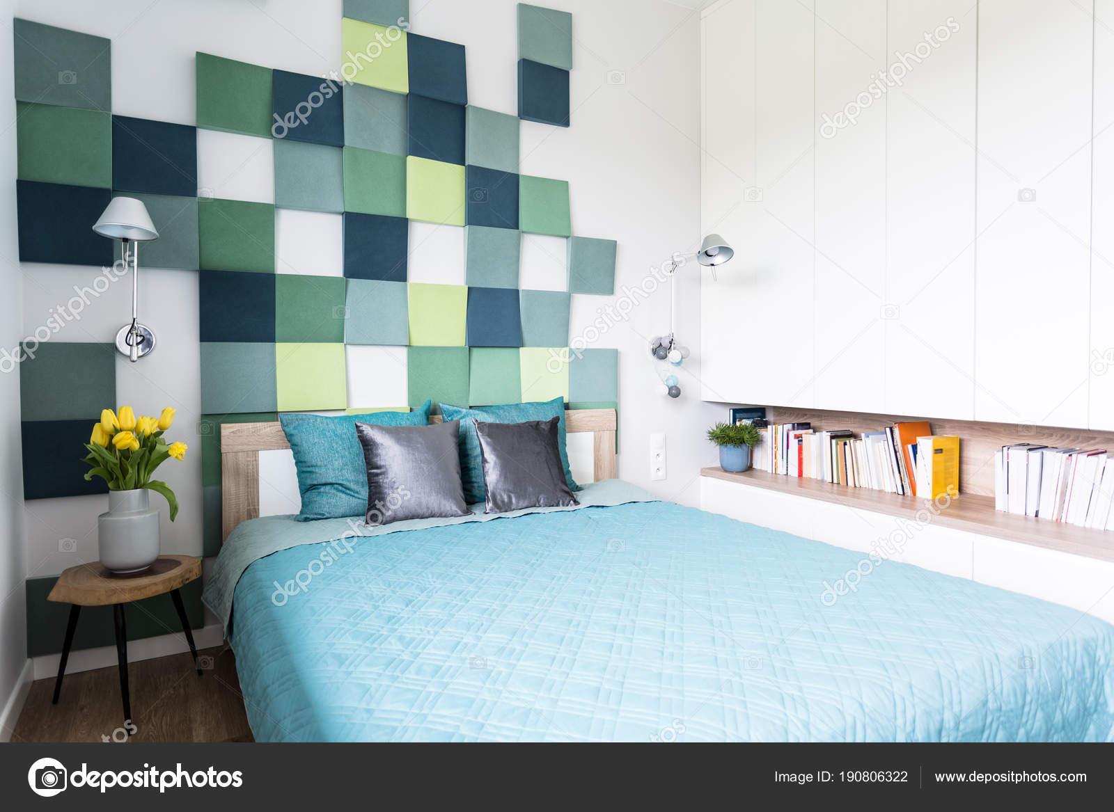 Parete Camera Da Letto Argento : Interno camera da letto blu e verde u foto stock photographee eu
