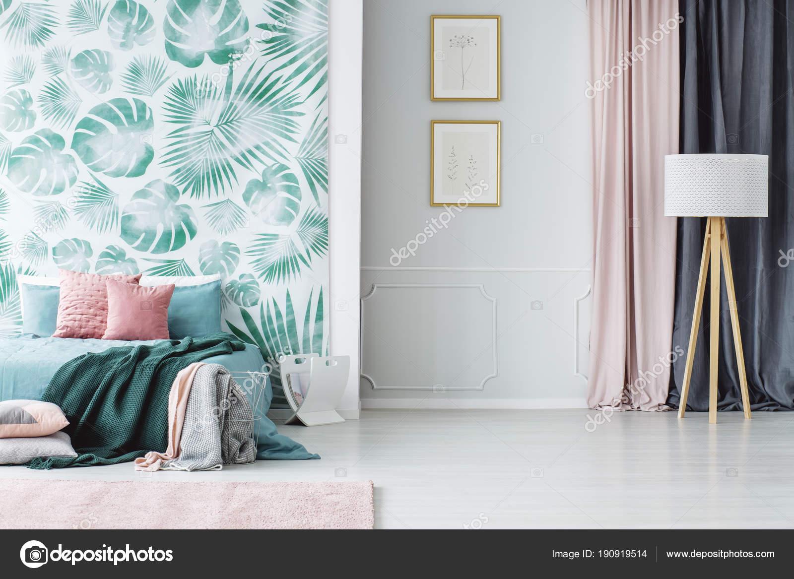 Pink black bedrooms | Cozy green and pink bedroom — Stock ...