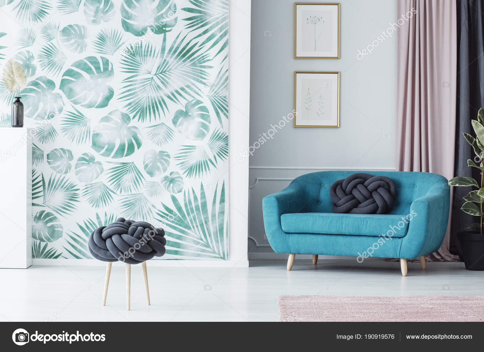 Turquoise Accessoires Woonkamer : Turquoise bank in woonkamer u2014 stockfoto © photographee.eu #190919576