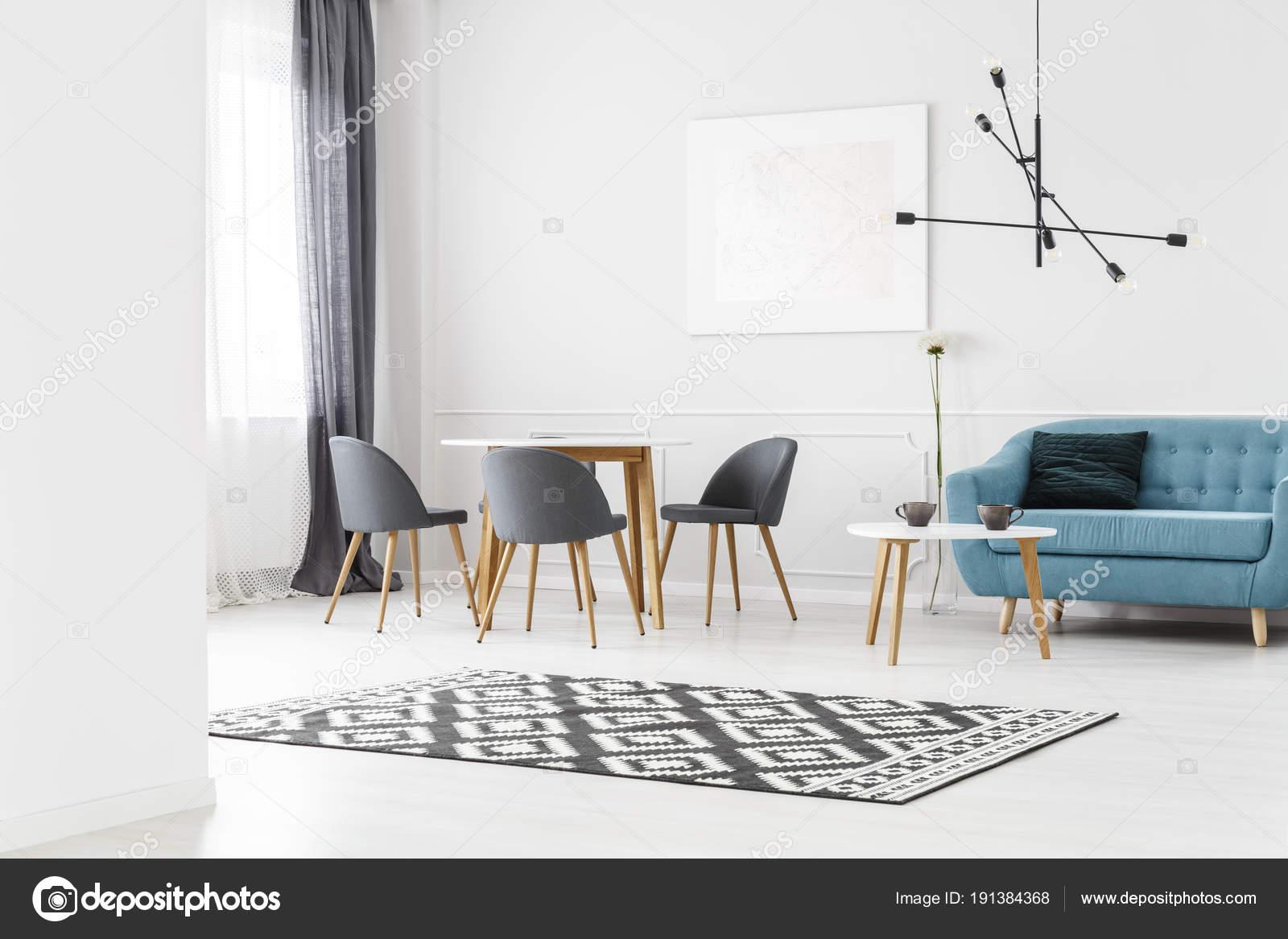 einfache Wohnzimmer — Stockfoto © photographee.eu #191384368
