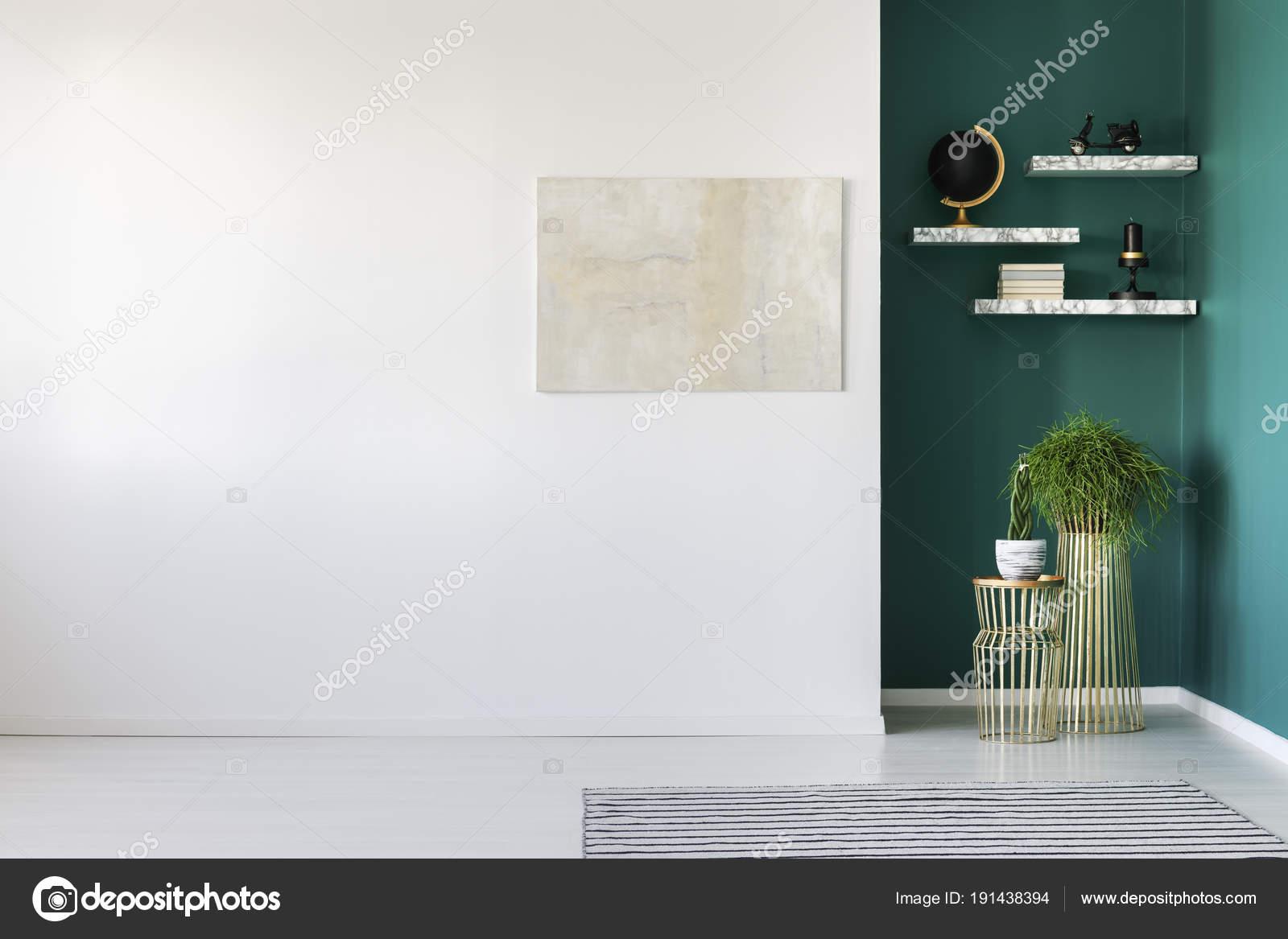 https://st3.depositphotos.com/2249091/19143/i/1600/depositphotos_191438394-stockafbeelding-lichte-schilderij-in-woonkamer.jpg