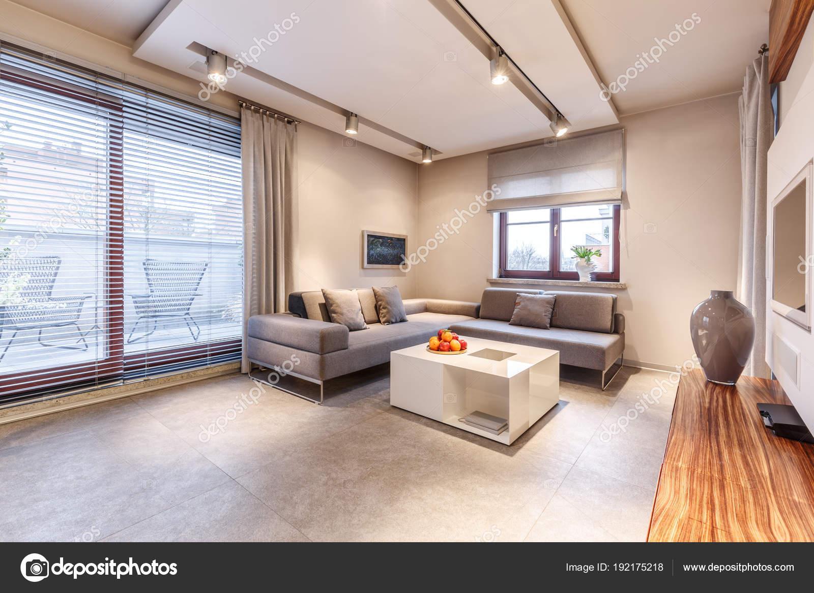 Luxe woonkamer met balkon — Stockfoto © photographee.eu #192175218