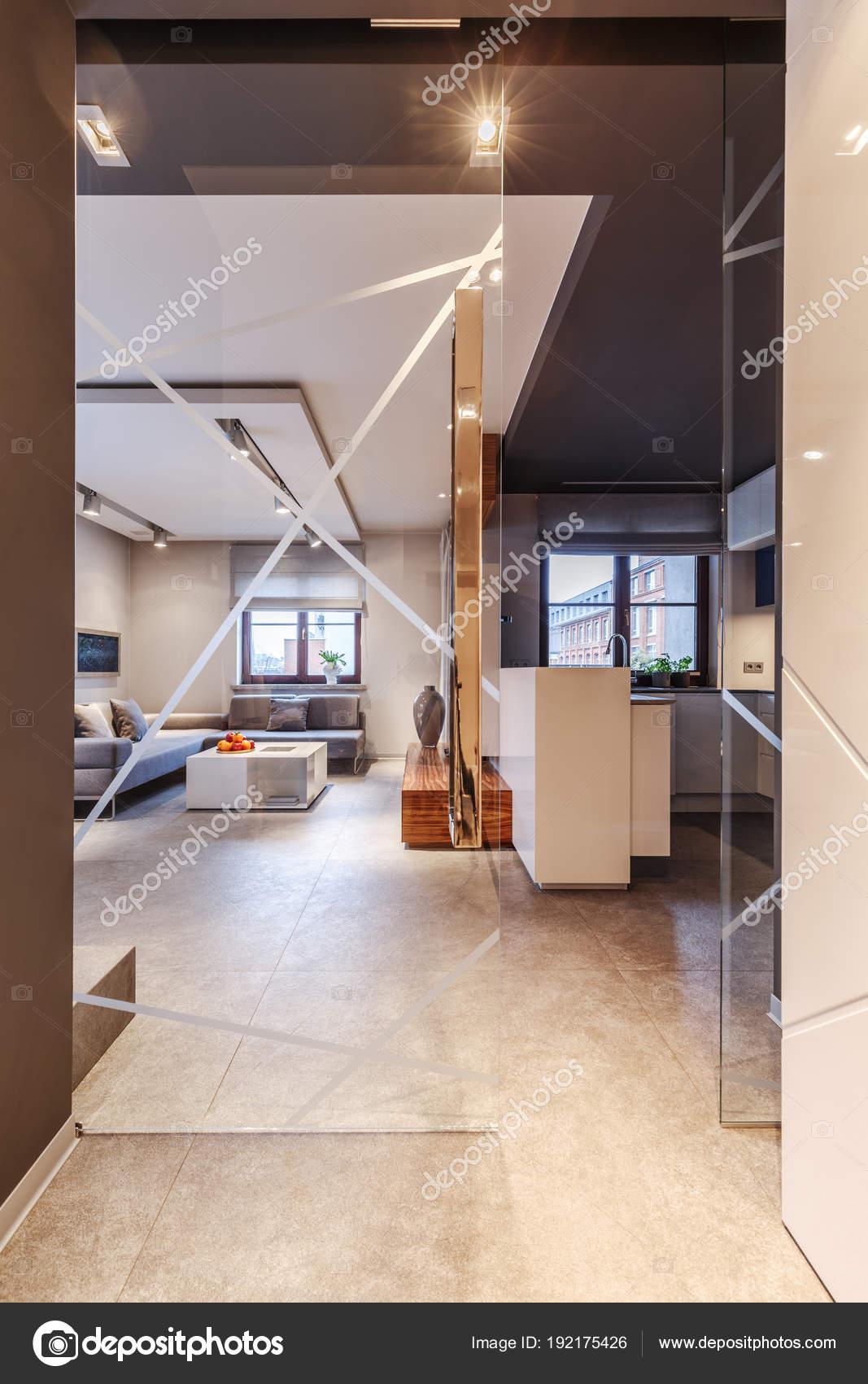 Glastür Im Wohnzimmer Stockfoto Photographeeeu - Wohnzimmer glastür