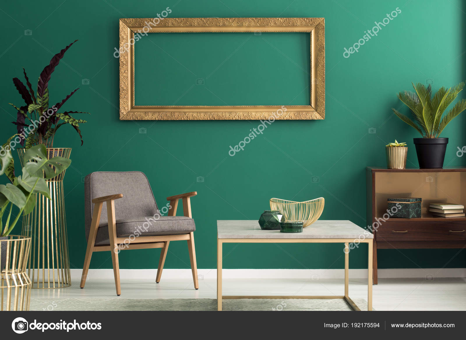 Houten kast in groen interieur — Stockfoto © photographee.eu #192175594