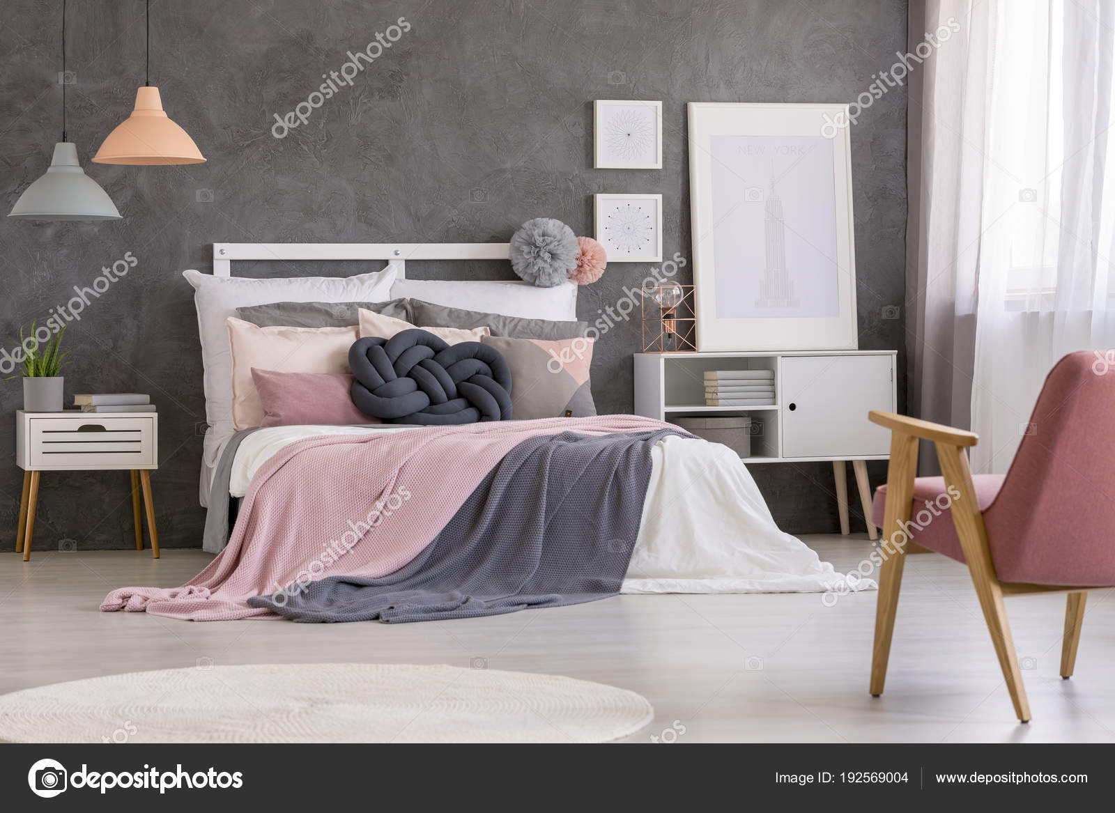 Gemütliches Bett In Pastell Schlafzimmer Stockfoto Photographee
