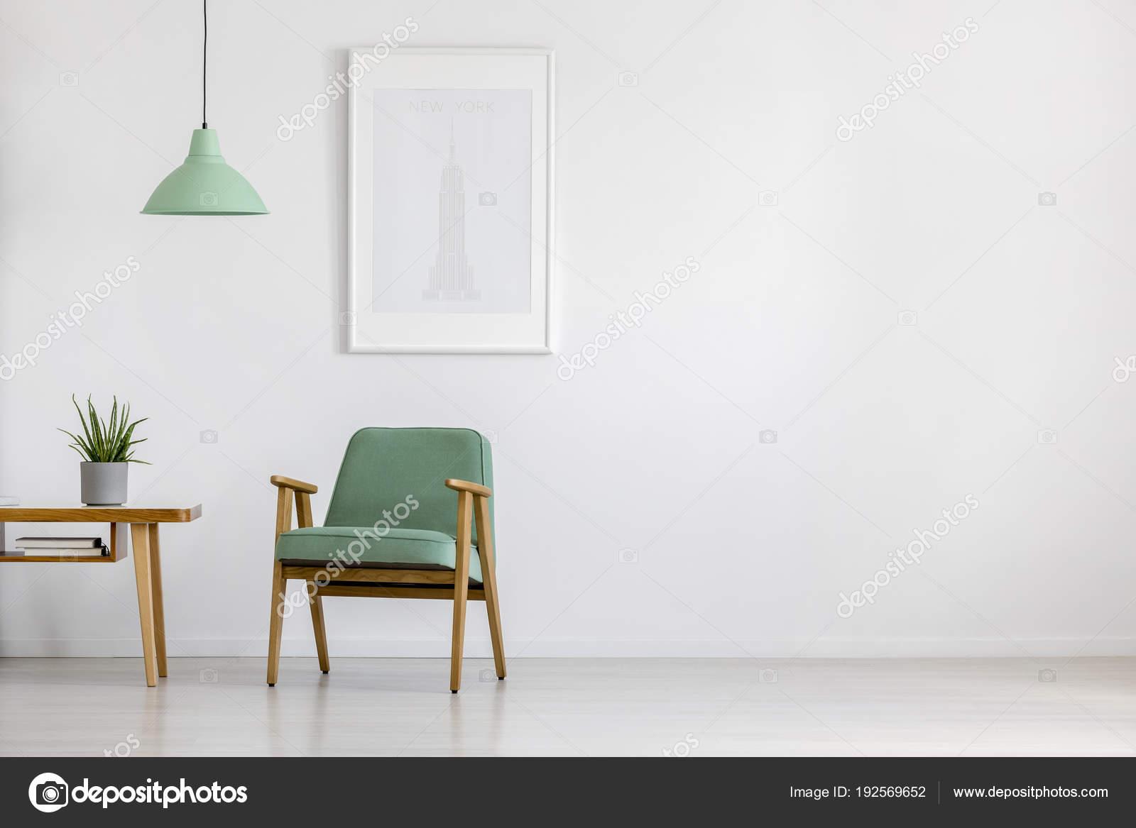 ac046eca3912be Retro-Sessel im hellen Innenraum — Stockfoto © photographee.eu ...
