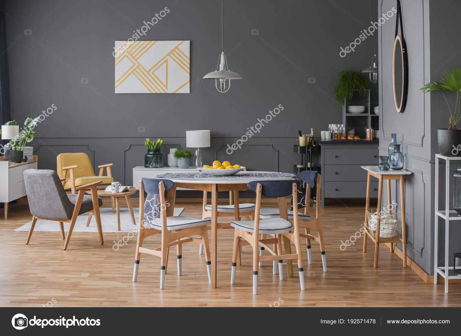 Mesa de comedor diseño de espacio interior — Fotos de Stock ...