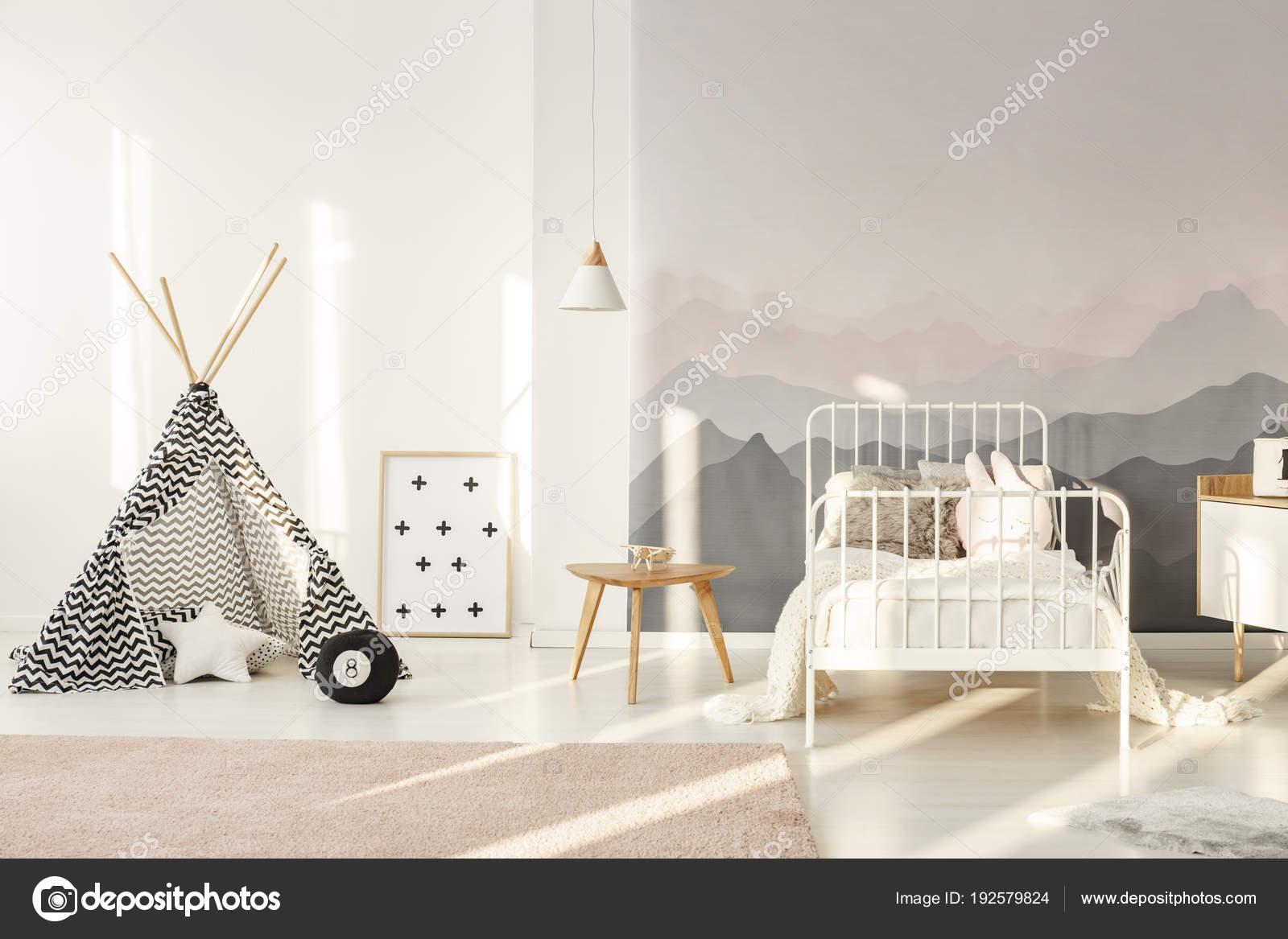 Kinderkamer Patronen Behang : Tipi in kinderkamer u stockfoto photographee eu