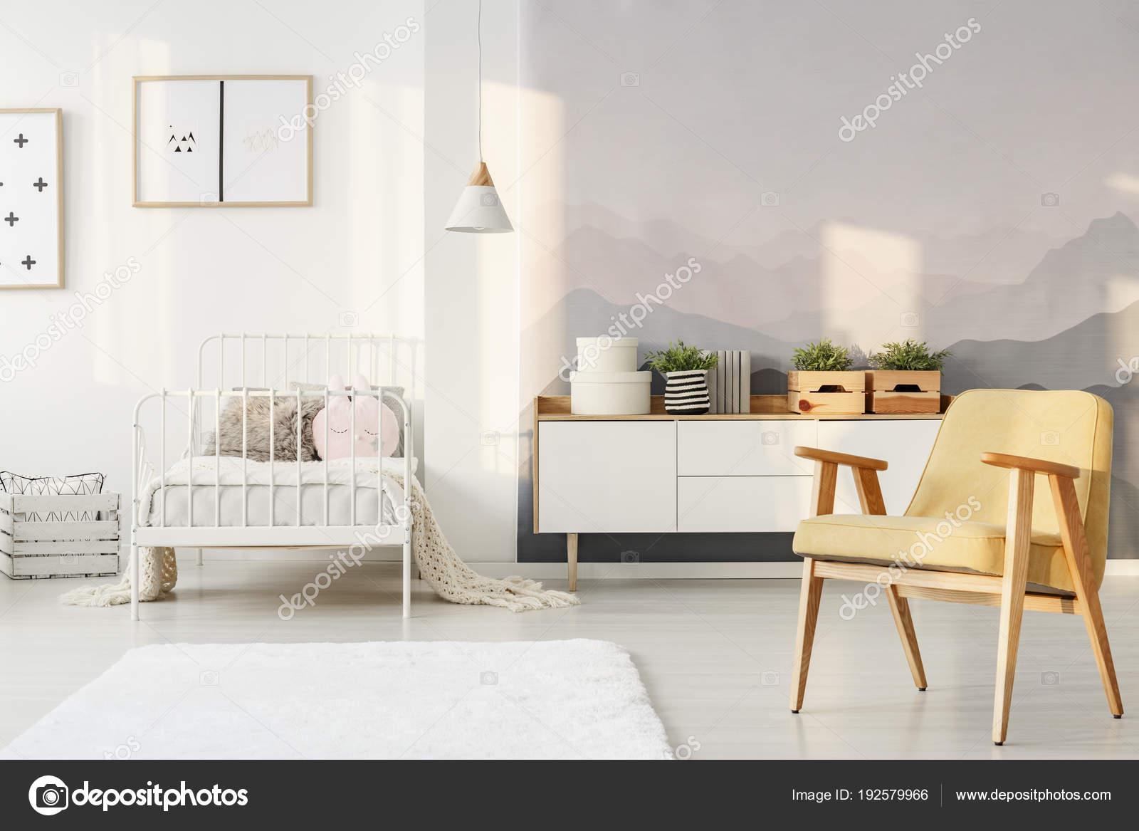 Jaune et blanc Chambre enfant — Photographie photographee.eu ...