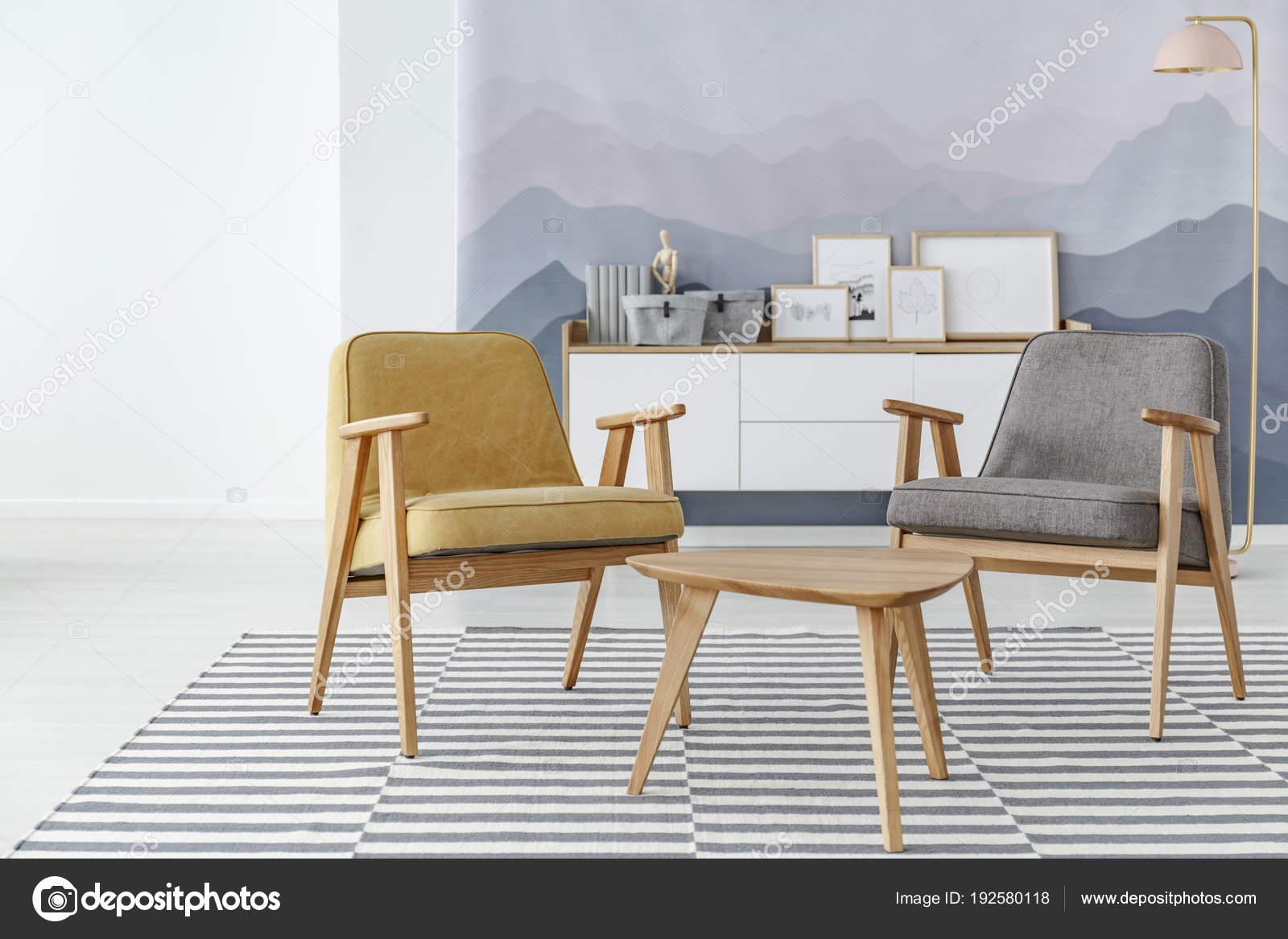 Geel en grijs woonkamer — Stockfoto © photographee.eu #192580118