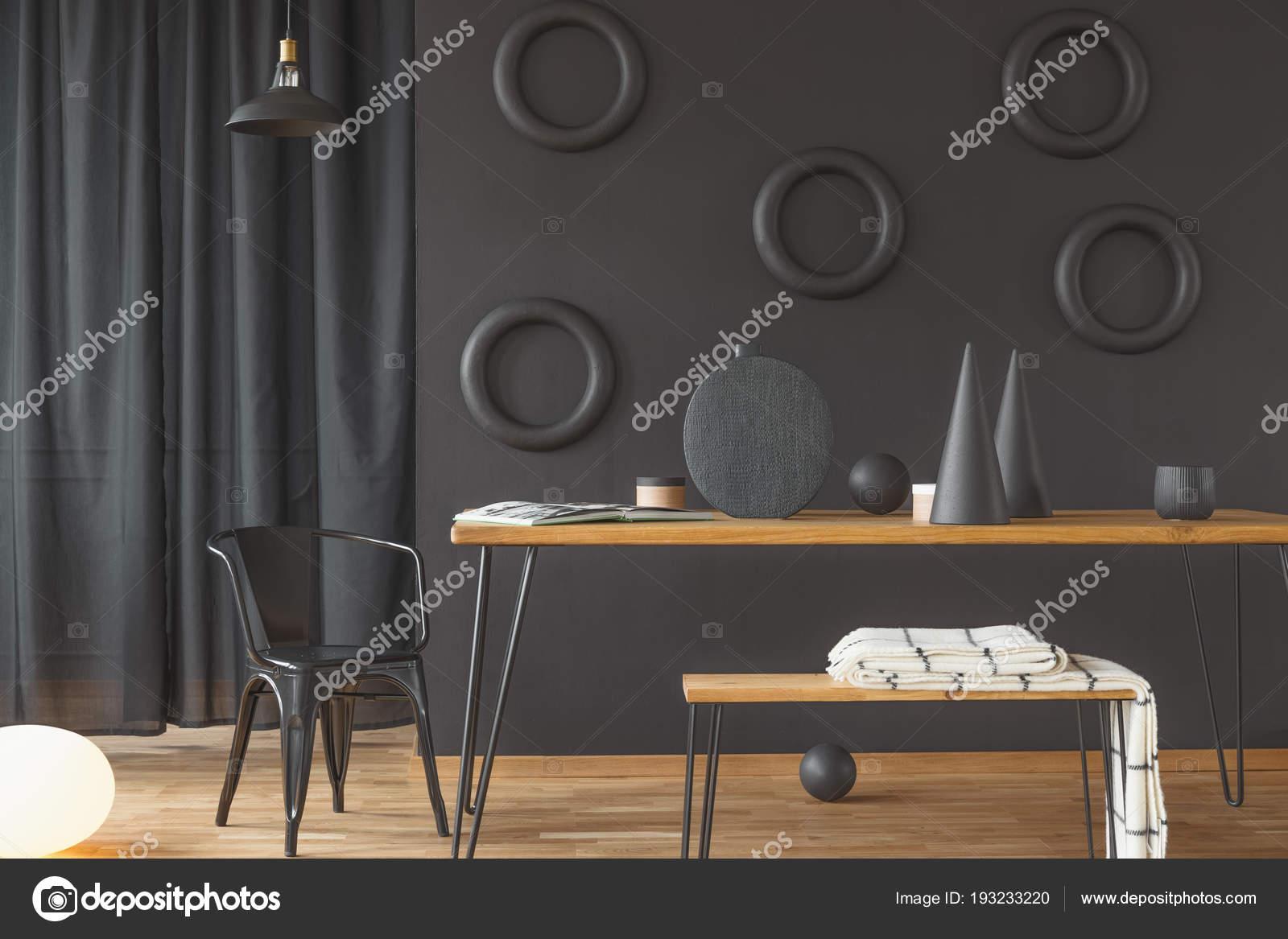 Sala pranzo artistico interni con decorazioni fatte mano tavolo