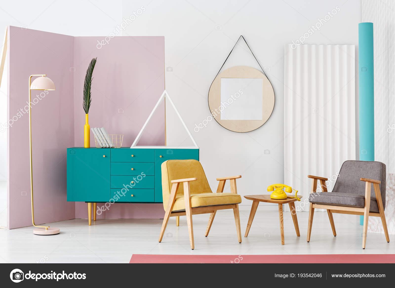 Lampadaire Rose Créatif Pastel Dans Intérieur Moderne Coloré ...