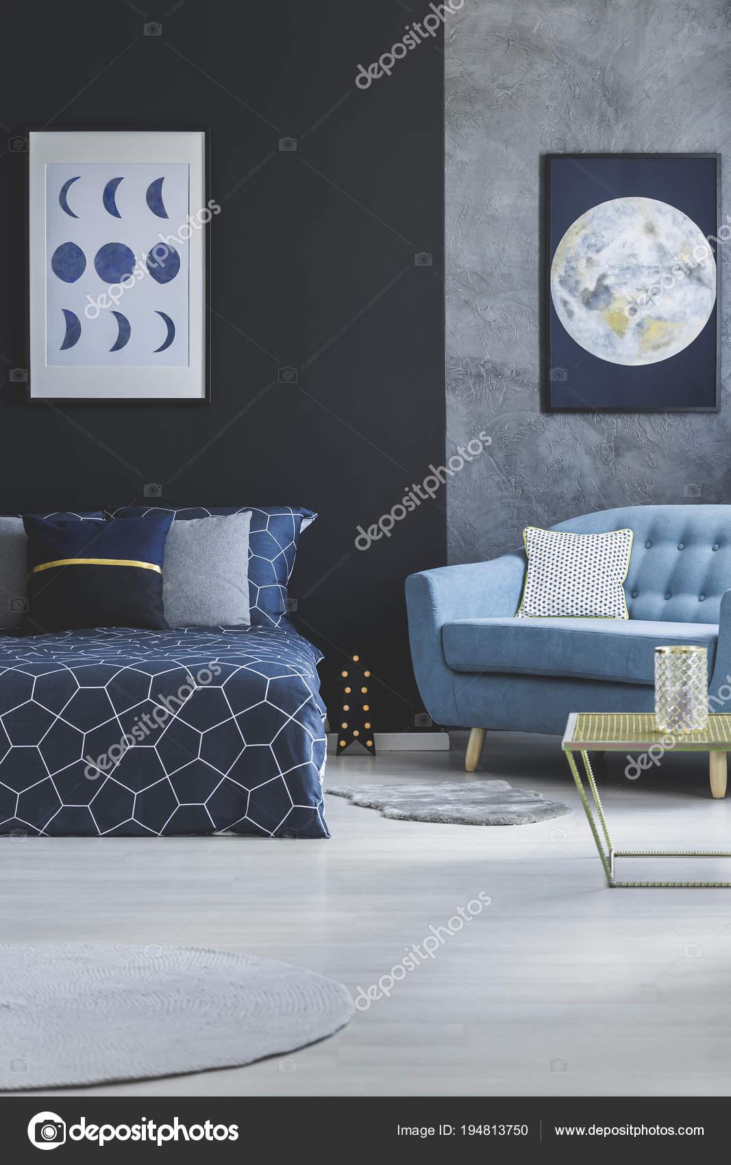 Dunkles Schlafzimmer Innenraum mit Mond poster — Stockfoto ...