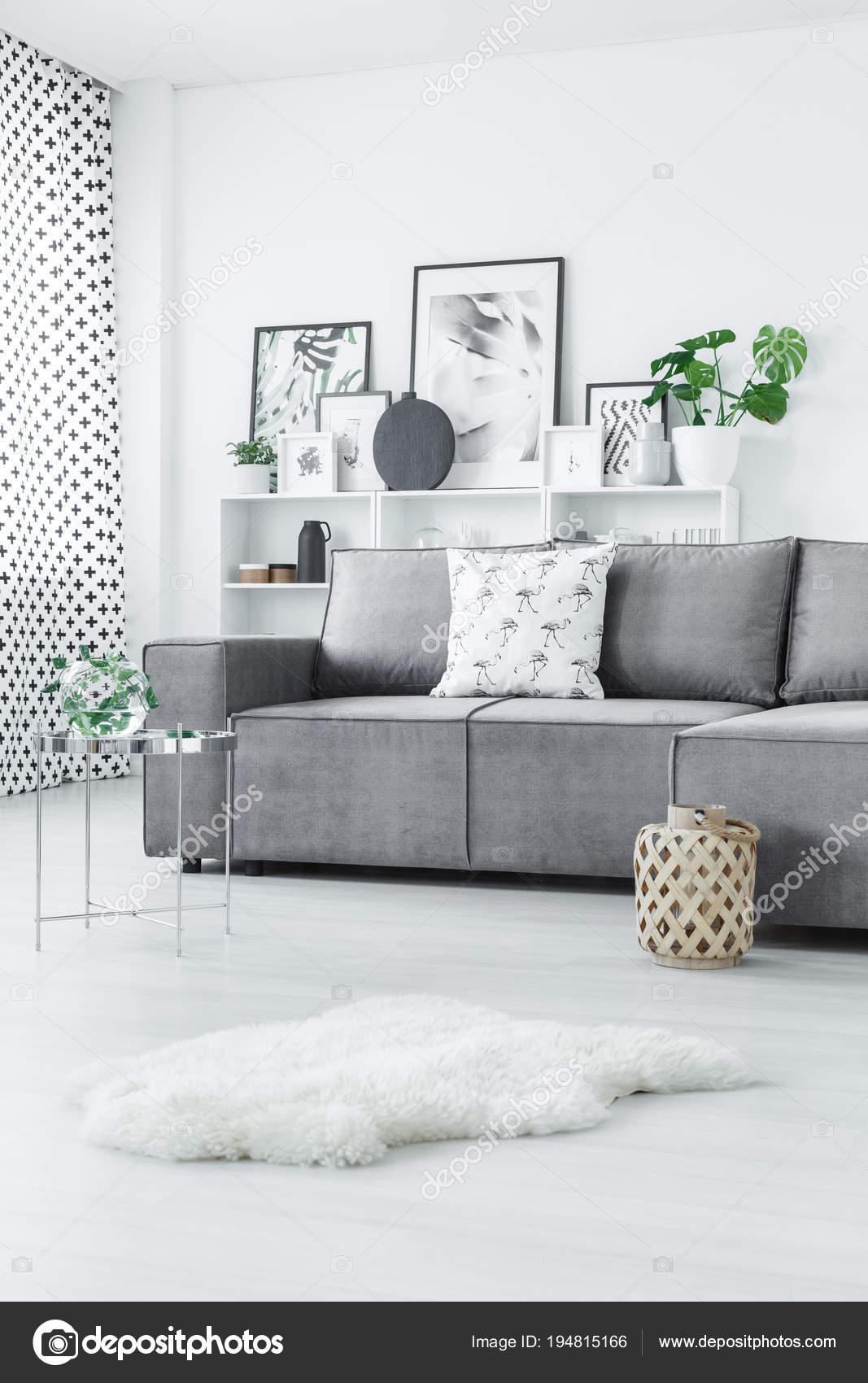 Scandi grau Wohnzimmer Interieur — Stockfoto © photographee.eu ...