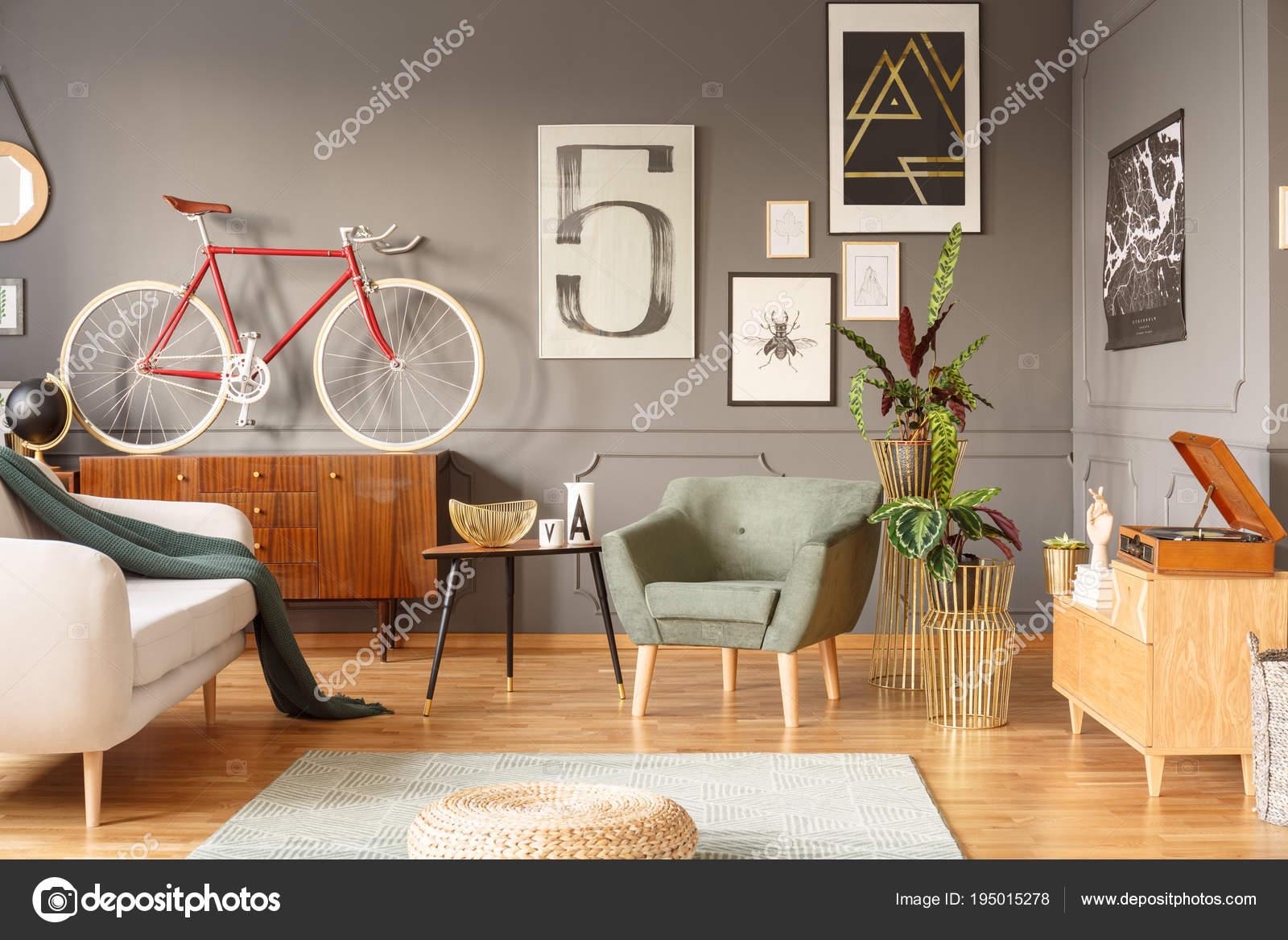 Retro Wohnzimmer   Retro Wohnzimmer Mit Poster Stockfoto C Photographee Eu 195015278