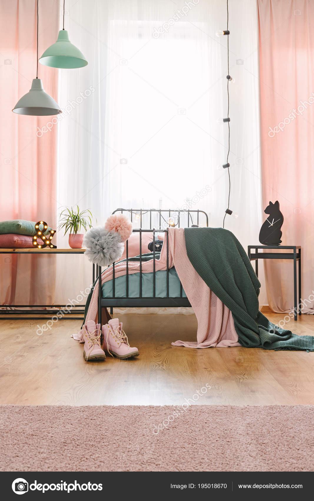 Decoration De Bulbes Dans Chambre Girly Photographie Photographee