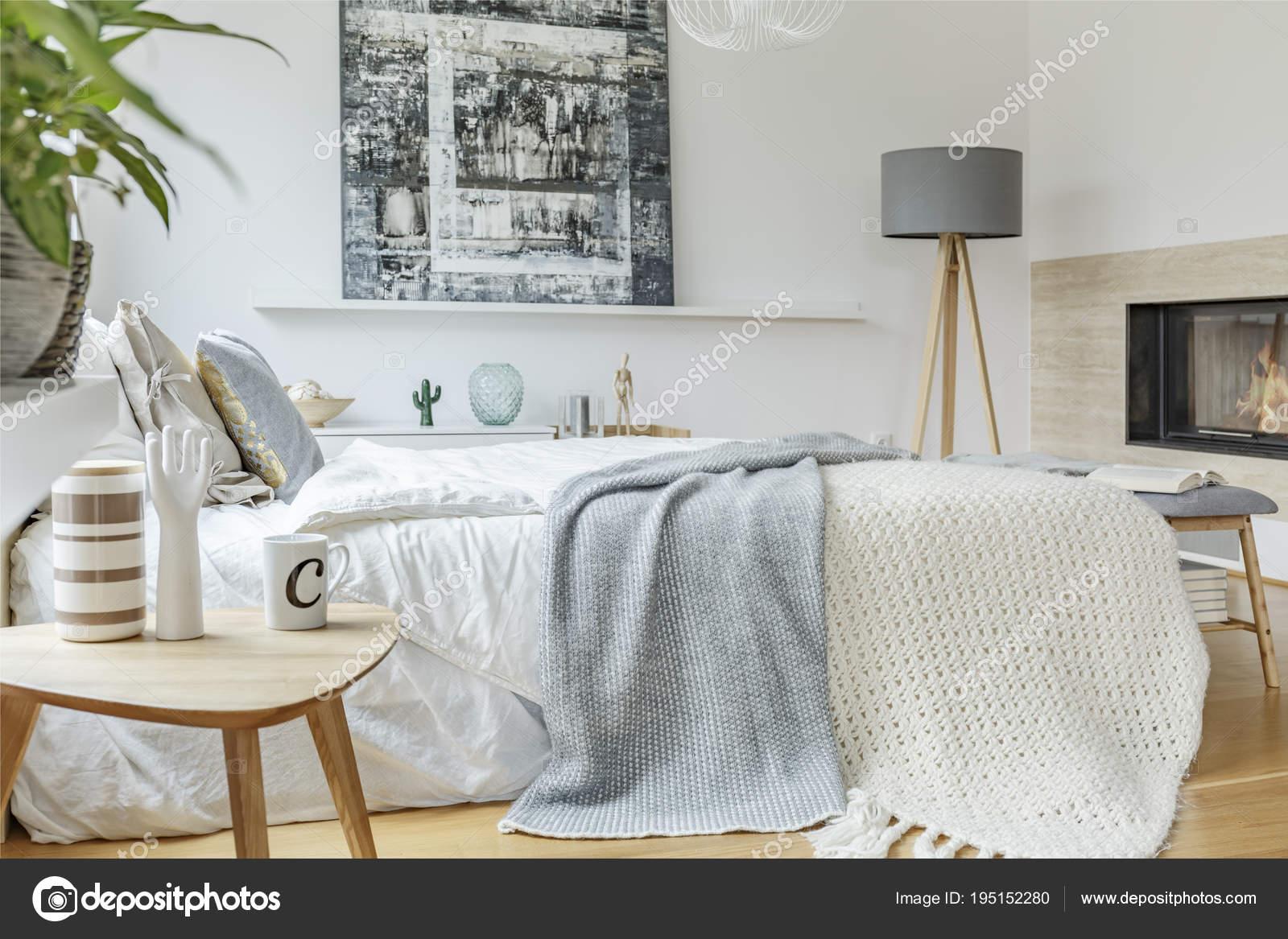 Interno di camera da letto pastello con la pittura — Foto ...