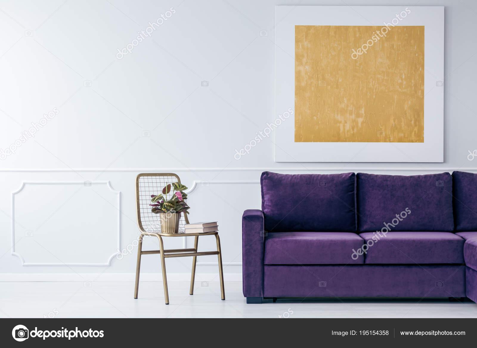 Paars Woonkamer Interieur : Goud en paarse woonkamer u stockfoto photographee eu