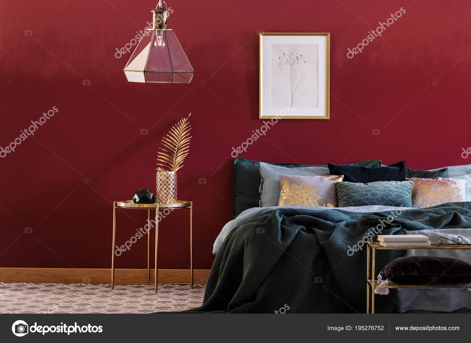 Smaragd-Grün und Rot-Schlafzimmer — Stockfoto © photographee.eu ...