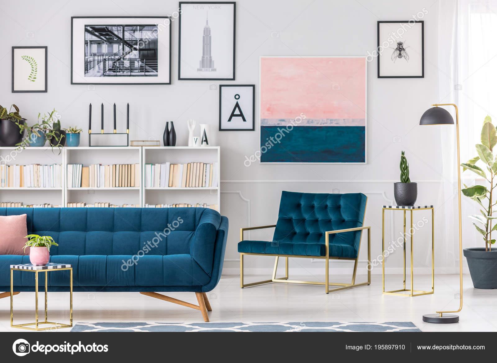 Moderne Wohnzimmer Interieur Mit Blaue Couch Sessel Goldenen Tischen