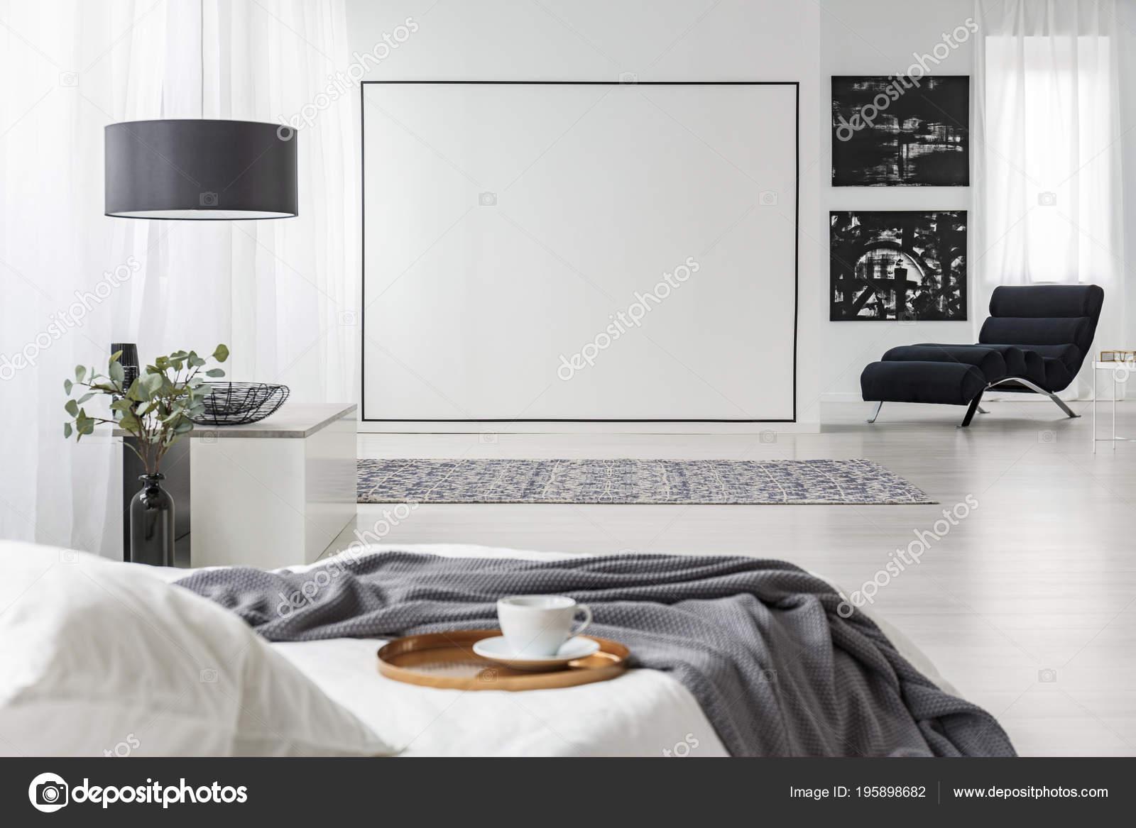 Couverture Grise Sur Lit Blanc Intérieur Chambre Coucher