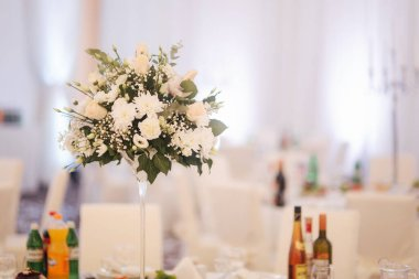 Flowers on the wedding table in restaurant
