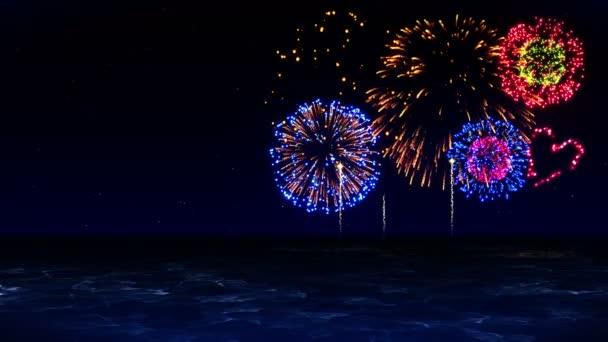 Krása ohňostroje se odráží na jezerní vodě. Barevný ohňostroj rozsvítí oblohu. Pohled na festival ohňostrojů.