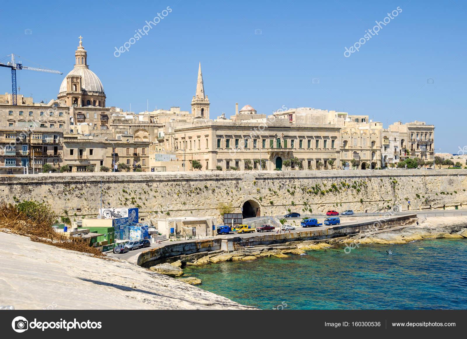 Auberge de Baviere or Palazzo Carniero in Valletta — Stock Photo ...