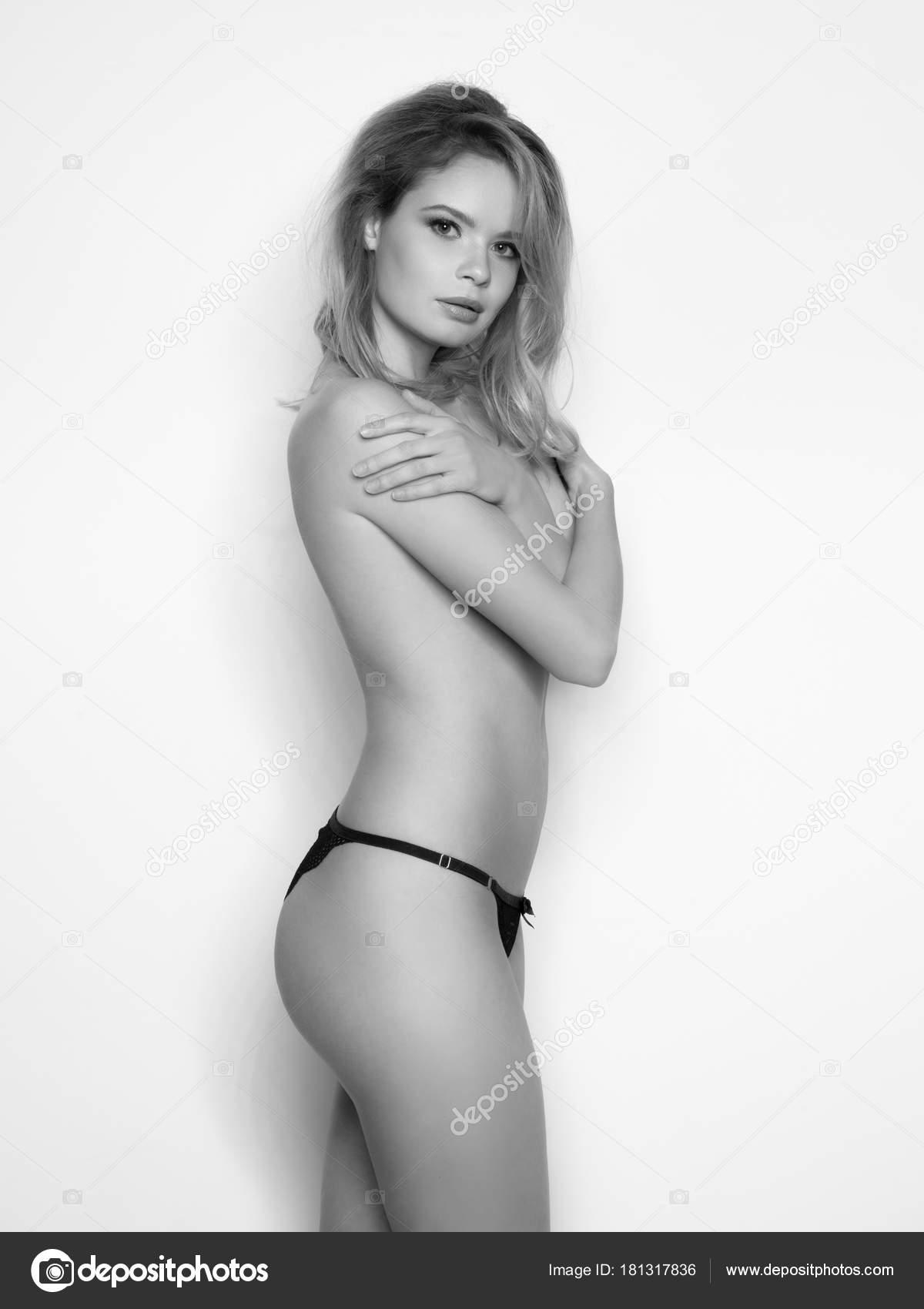 hot saxi naked girl