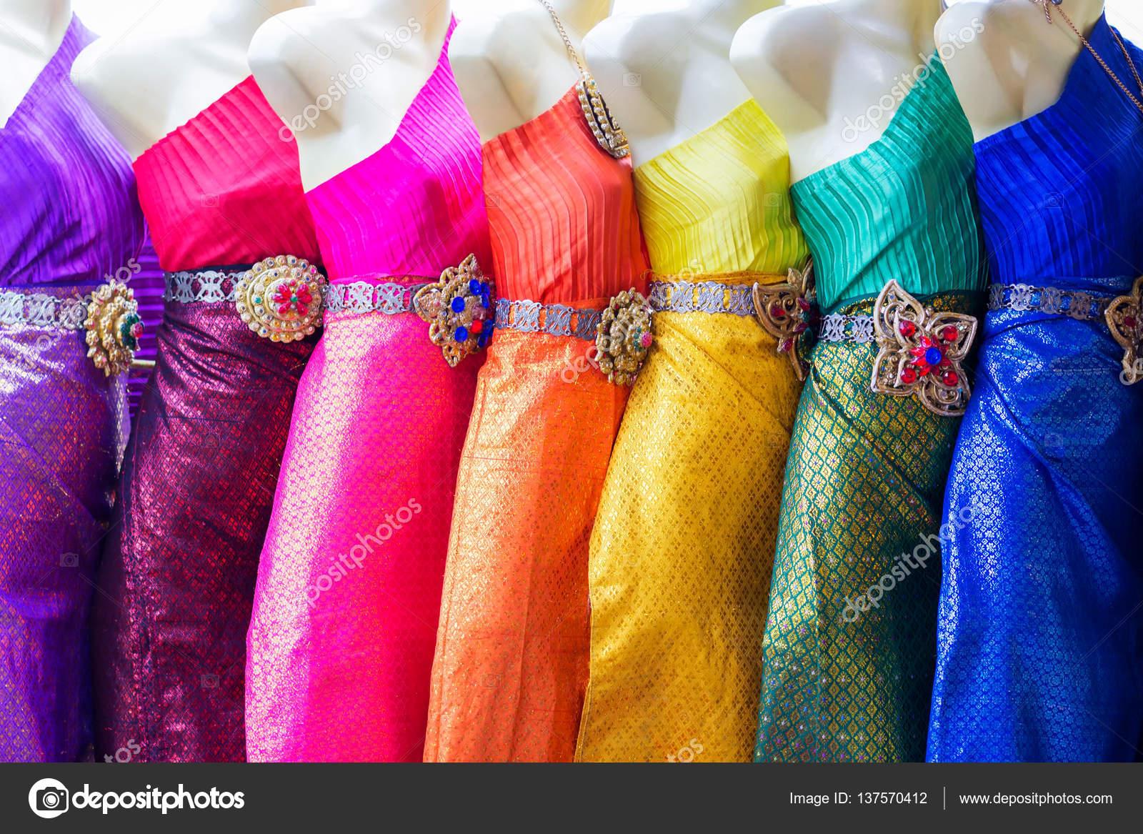 Bunte kleider aus thailand