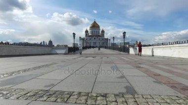 Panoramatický výhled na chrám Krista Spasitele a patriarcha most, Moskva, Rusko. 24. dubna 2017