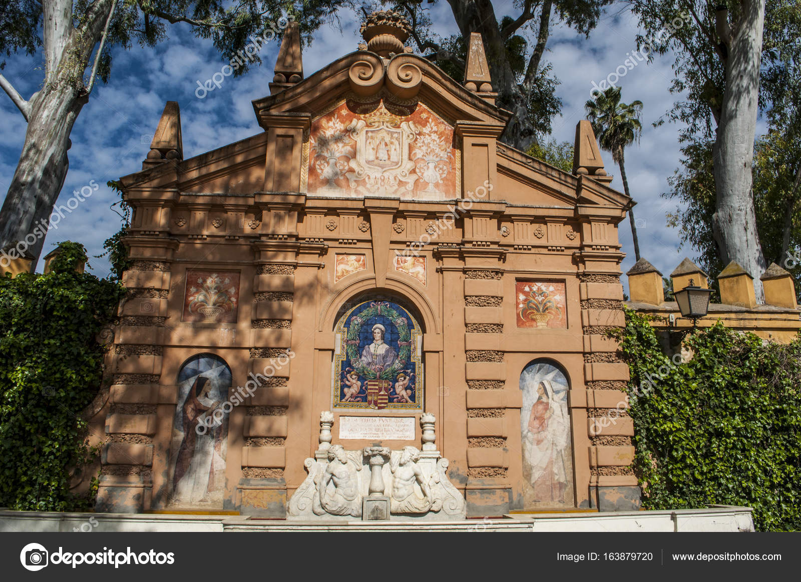 Spain: architectural details and view of the Jardin de Carlos V ...