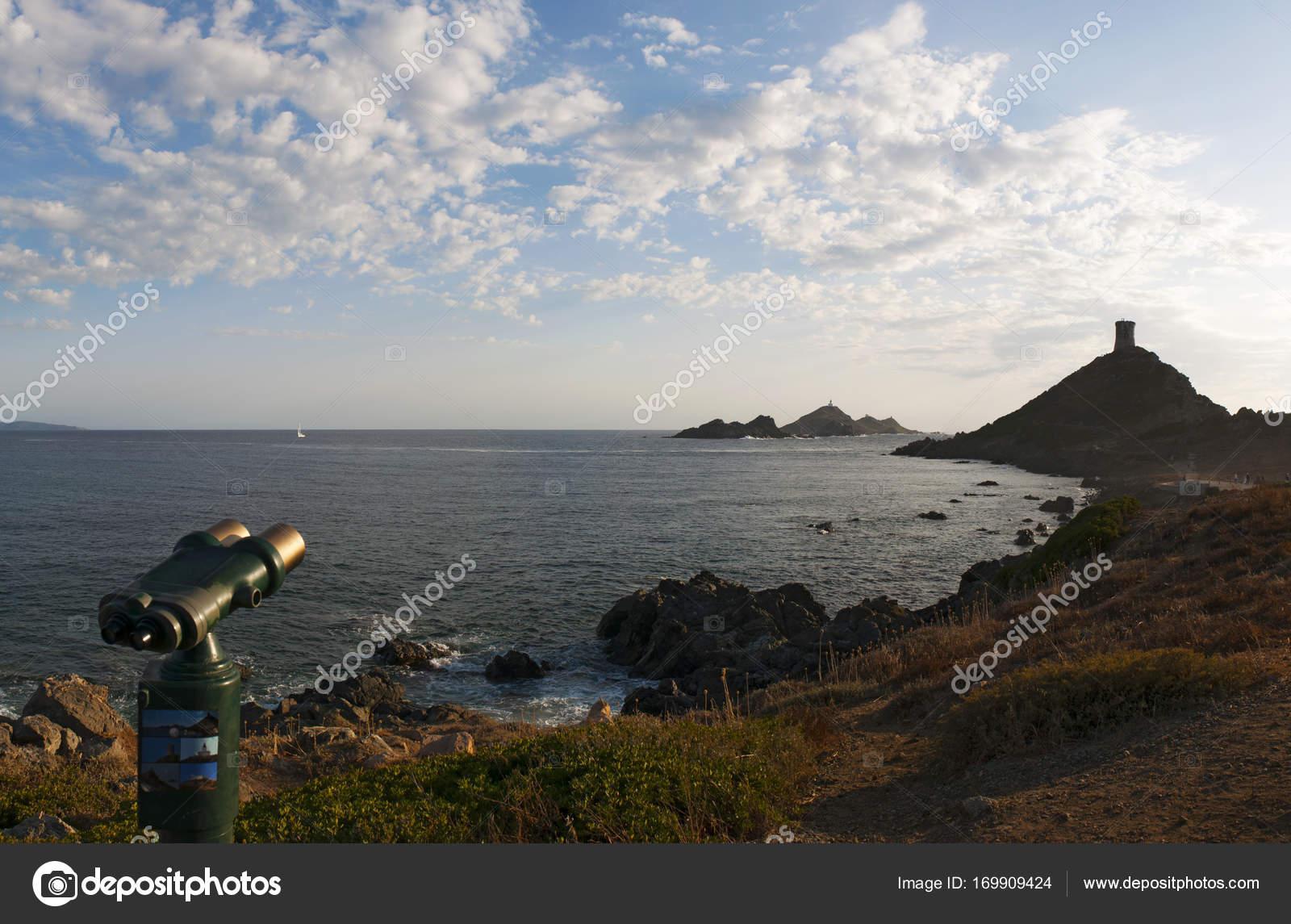 Korsika: fernglas wies auf la parata tower ein zerstörtes genueser