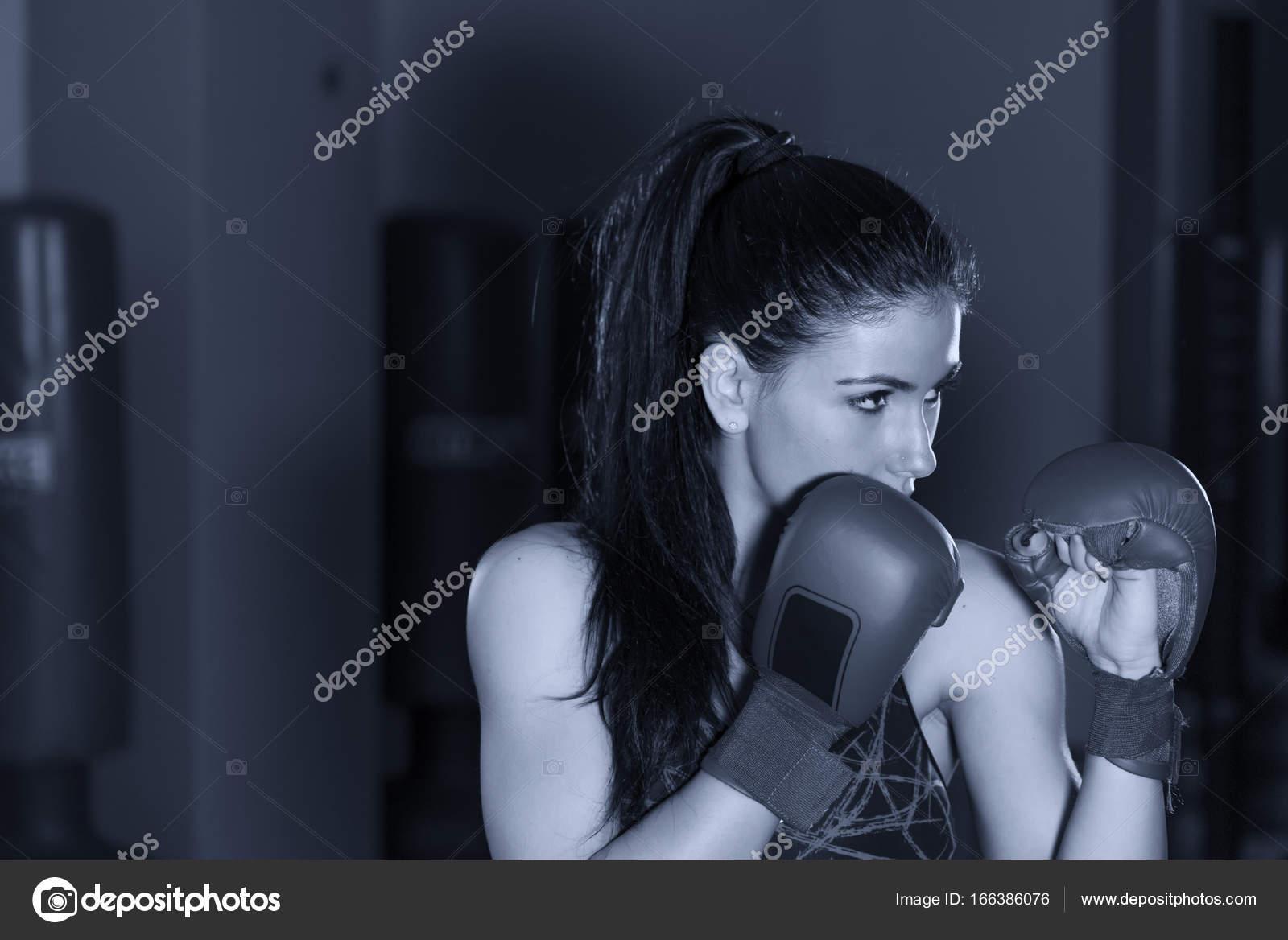 d6cedde2c Krásné Boxerky Trénink Tělocvičně — Stock Fotografie © dade72n ...
