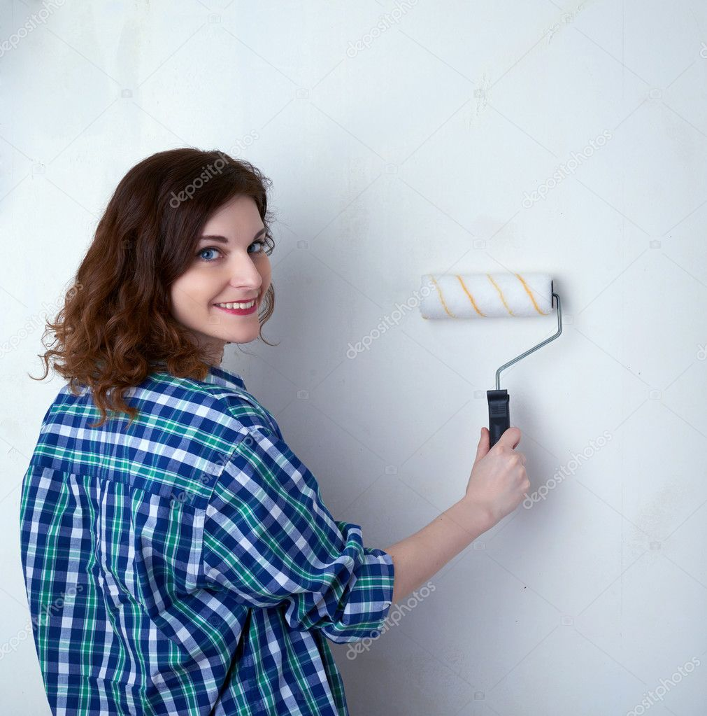 Young woman in casual clothes in front of white wall