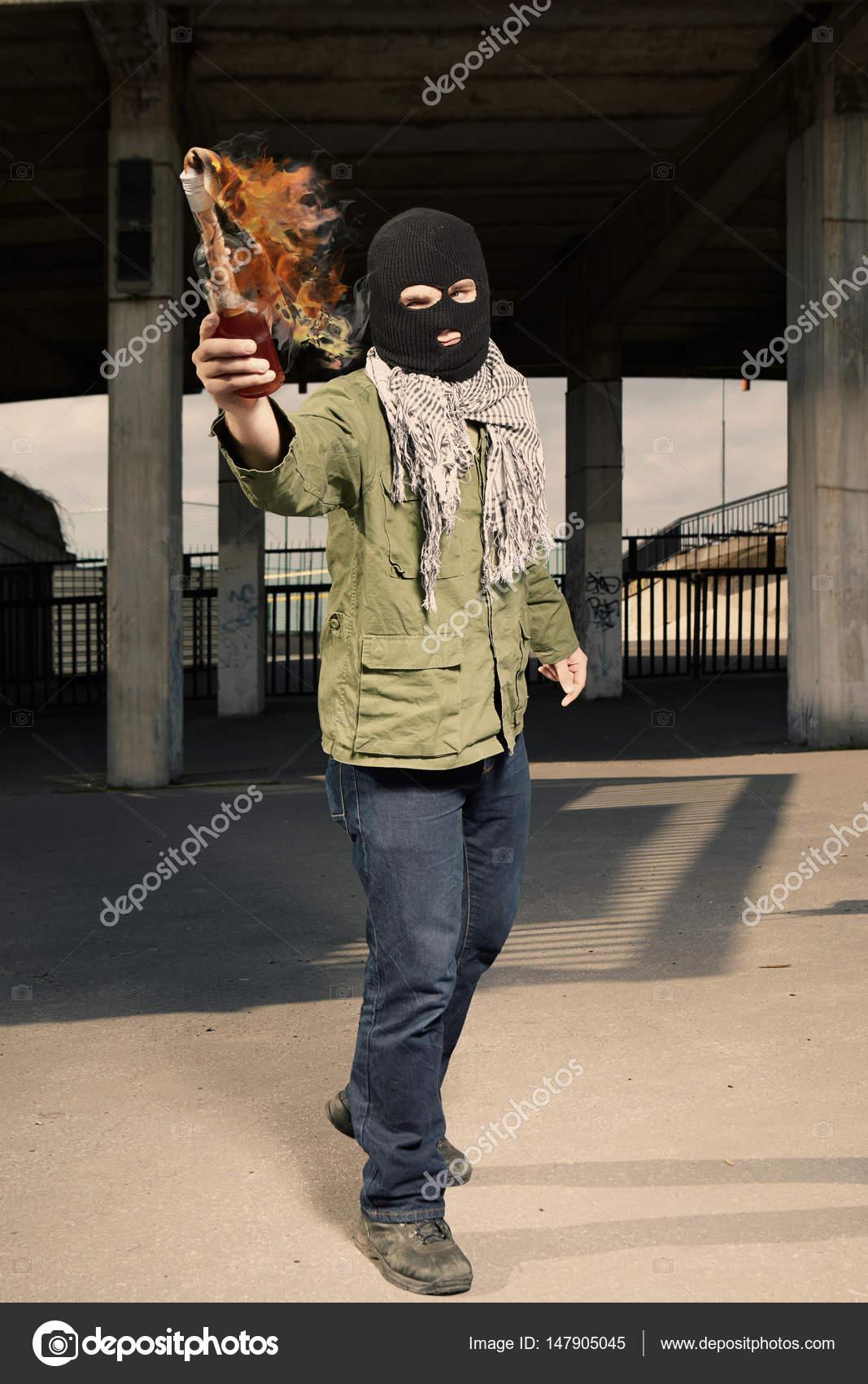 Bildergebnis für molotov cocktail werfen