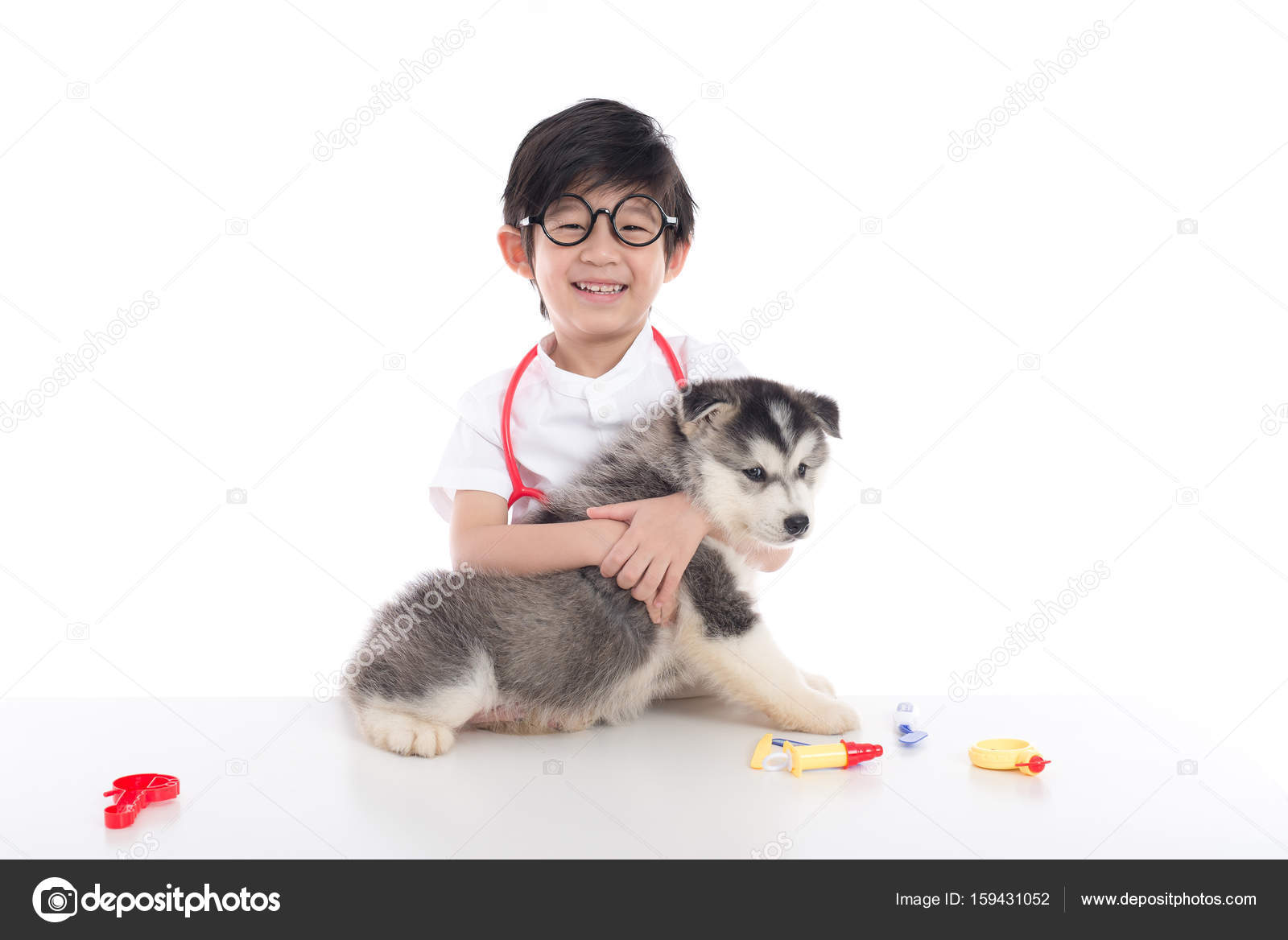 Asian Child Playing Veterinarian Siberian Husky Puppy White Background  Isolated — Stock Photo