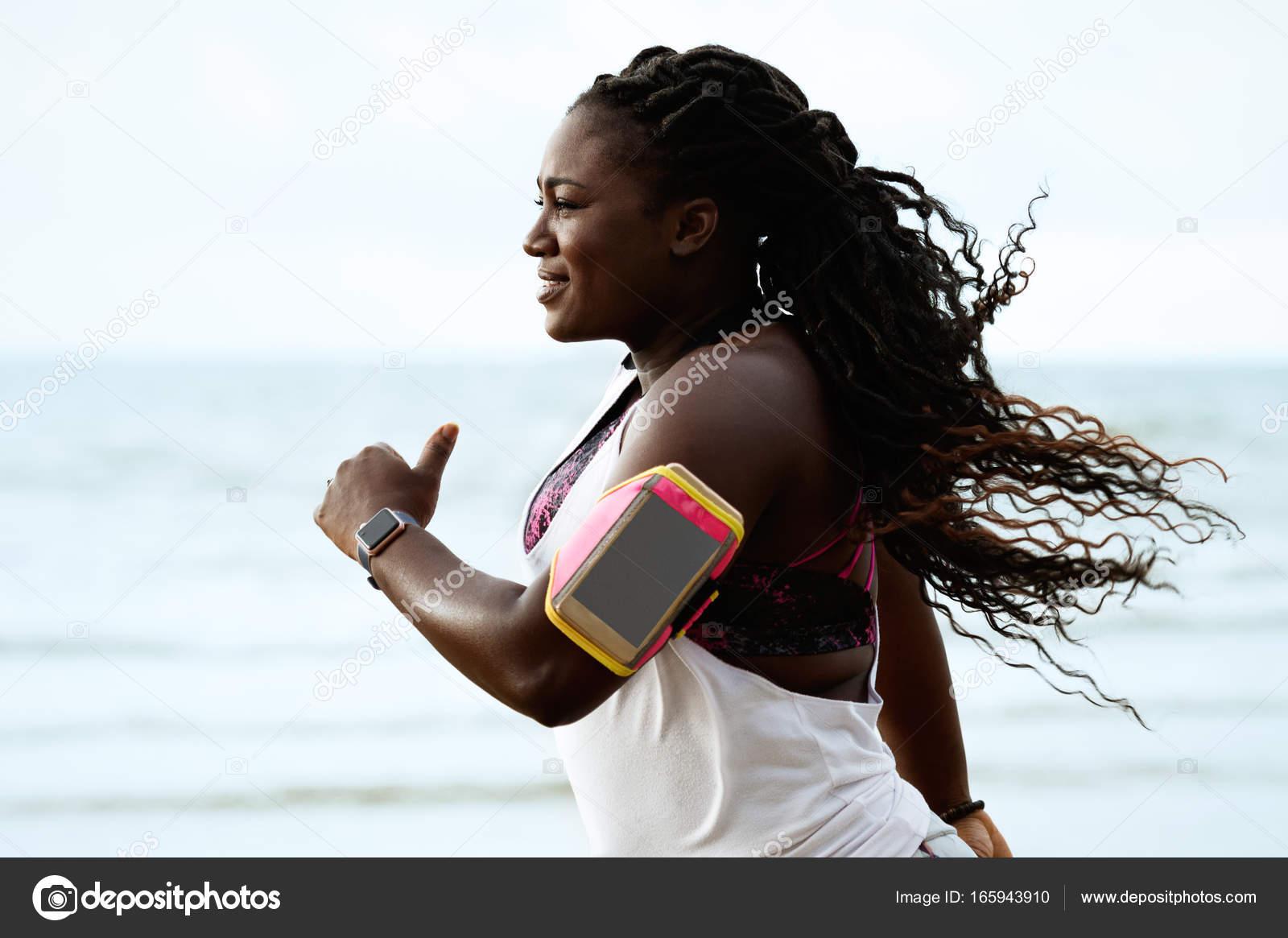 Женщины на пляжах африки фото