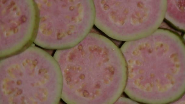 Plátky čerstvých guava otočí zavřít nahoru