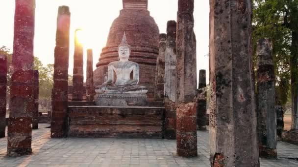 Buddhova socha v chrámu v Sukhothai, Thajsko
