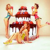 Vonzó nők és pózol közelében nagy torta. Elsőrendű, fél. Congratulat