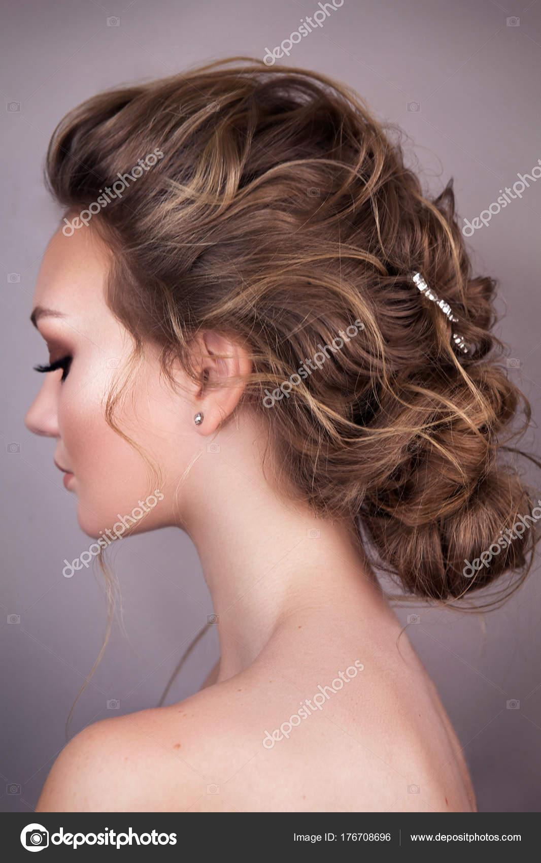 Modell Blonde Frau Mit Perfekten Frisur Und Kreative Haar