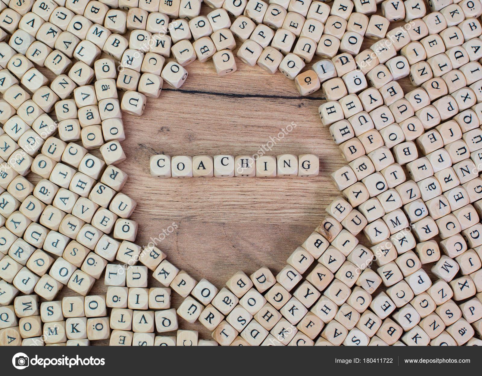 Coaching Von Namen Buchstaben Auf Cube Würfel Auf Tisch — Stockfoto ...